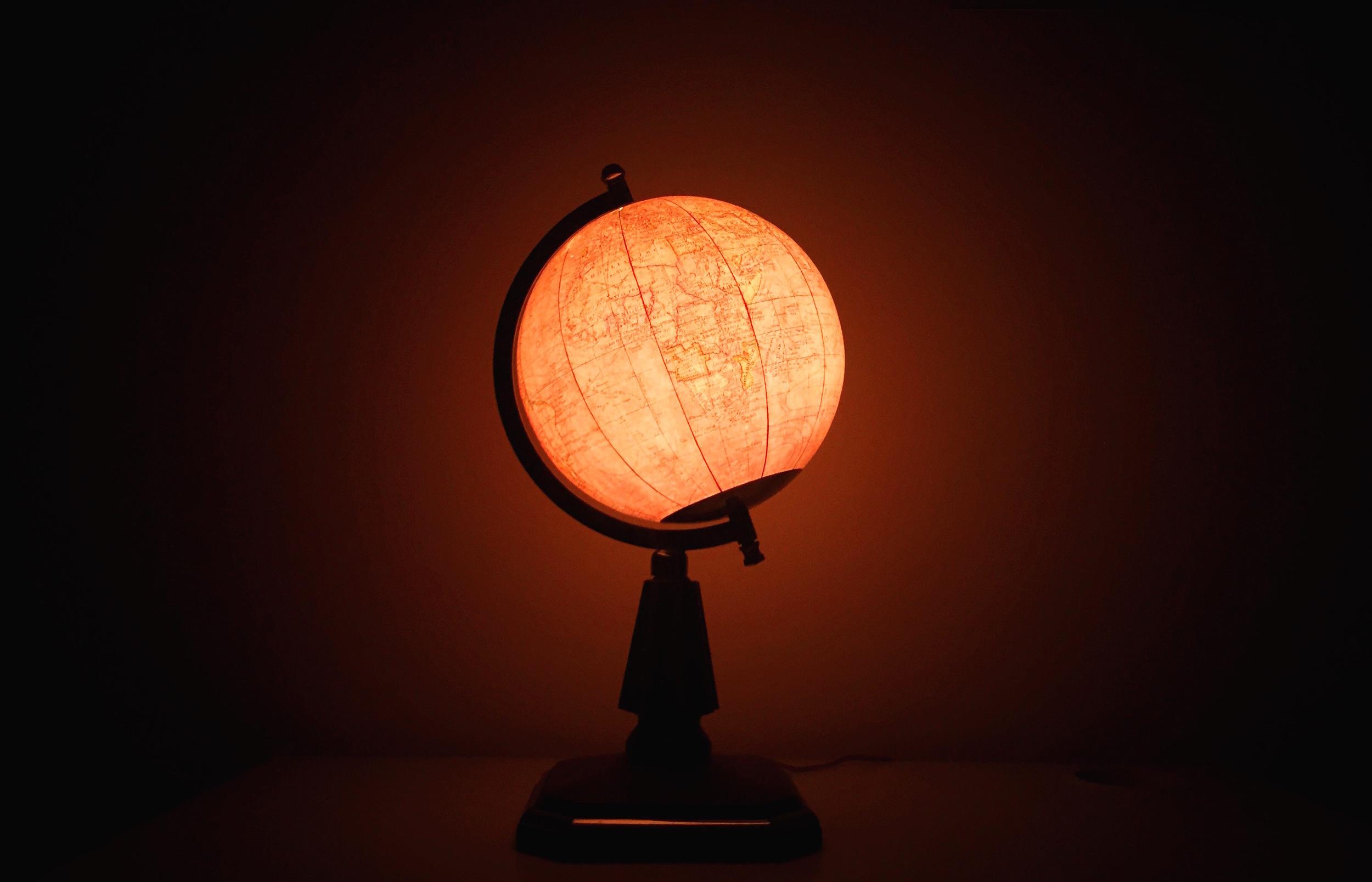 Paluzíe fabricó algunas de las esferas más bellas que se vieron en España. Esta, decó, de opalina, está ya en manos de  quien sabrá disfrutarla .