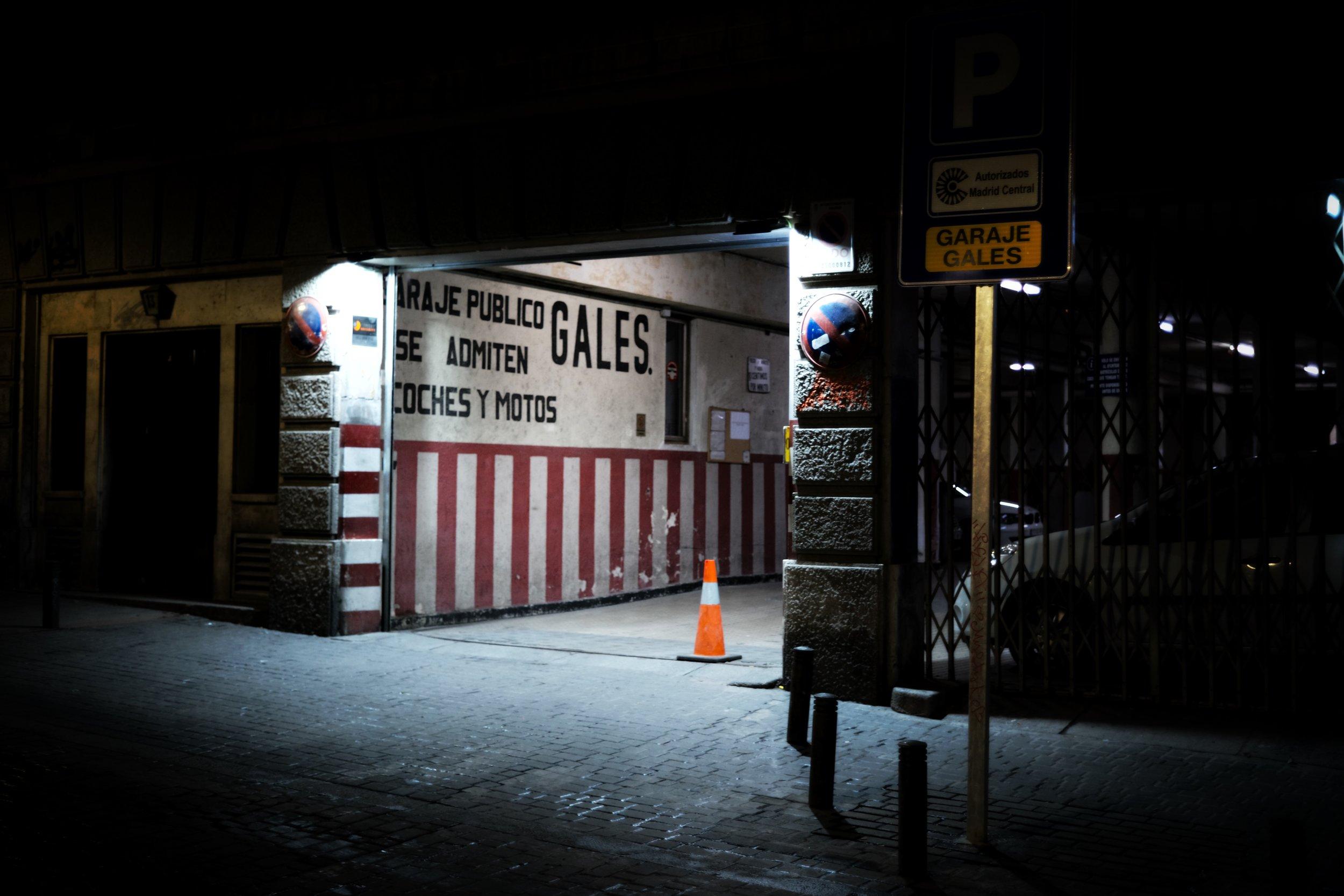 Este es el motivo para volver a hacer fotos con cámara digital: la fotografía nocturna y de poca luz sin tener que usar trípode.