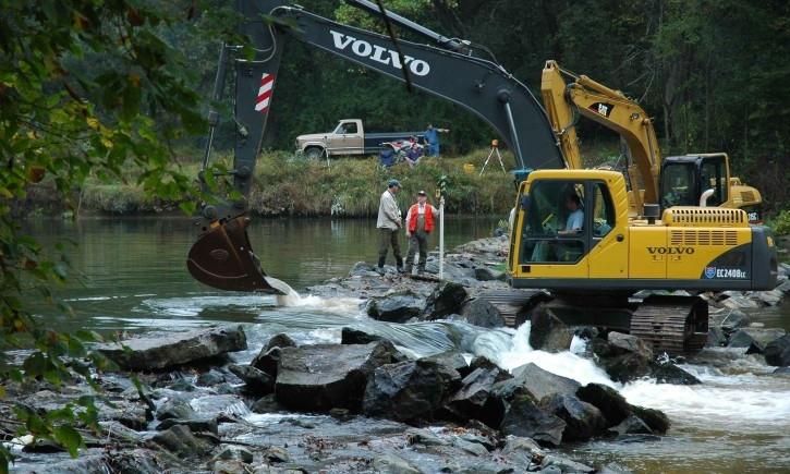 "img slae=""safety-lethbridge-alberta-excavating_w725_h482.jpg"" alt= ""Safety Lethbridge Alberta Excavating"""