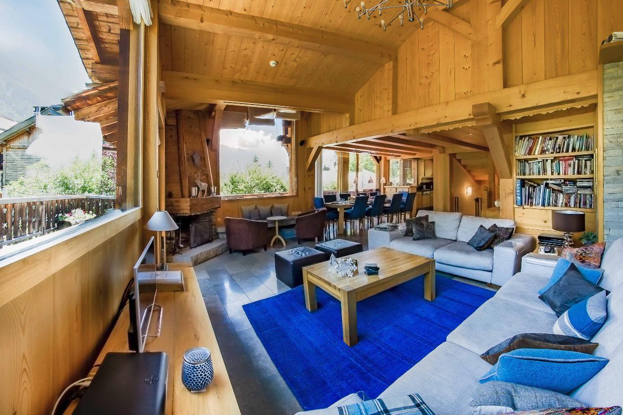 The spacious lounge area