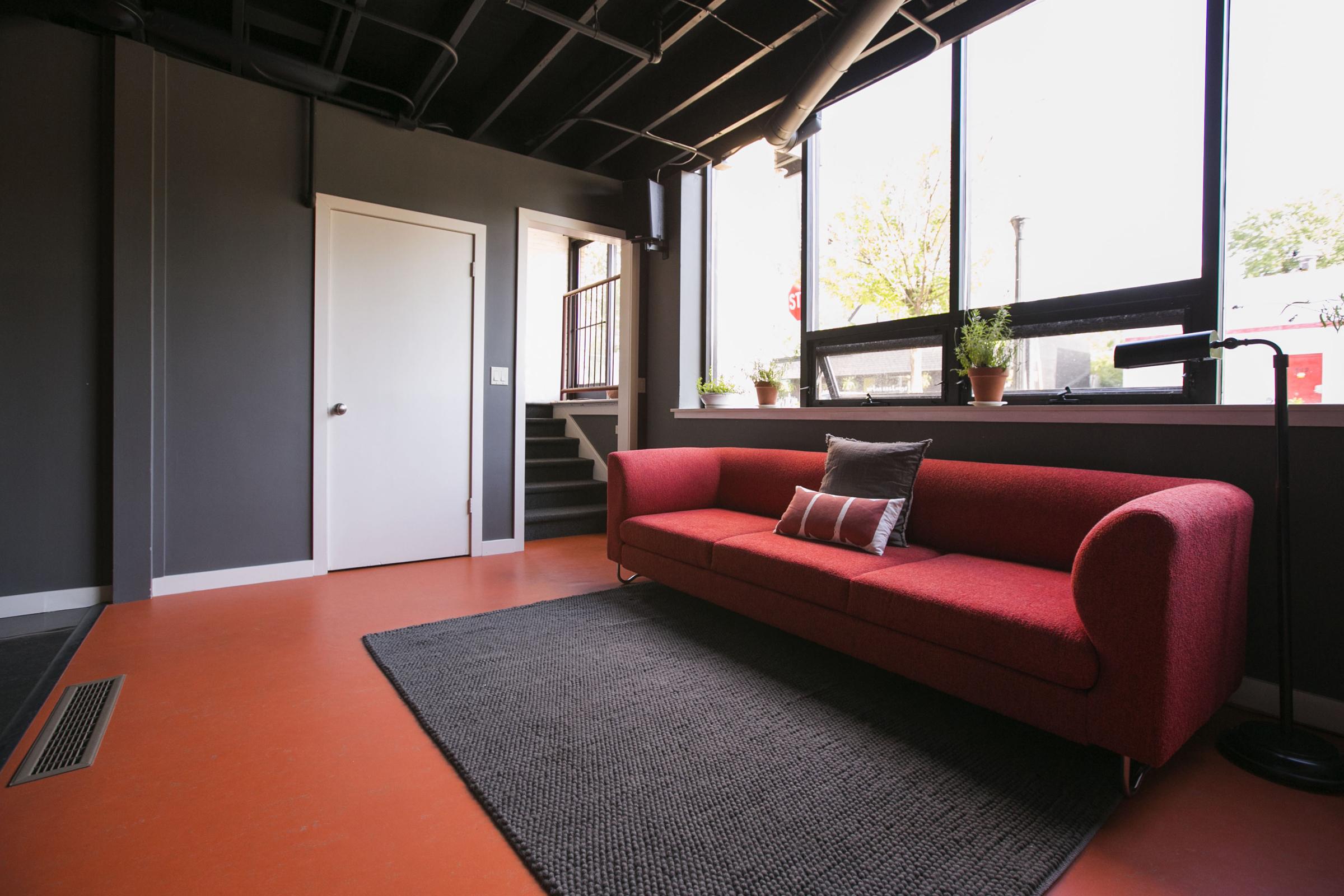 frontroom1.jpg