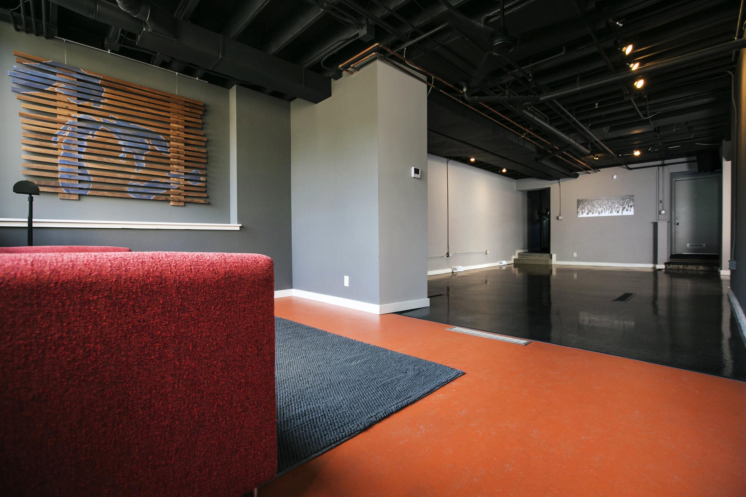 frontroom2.jpg