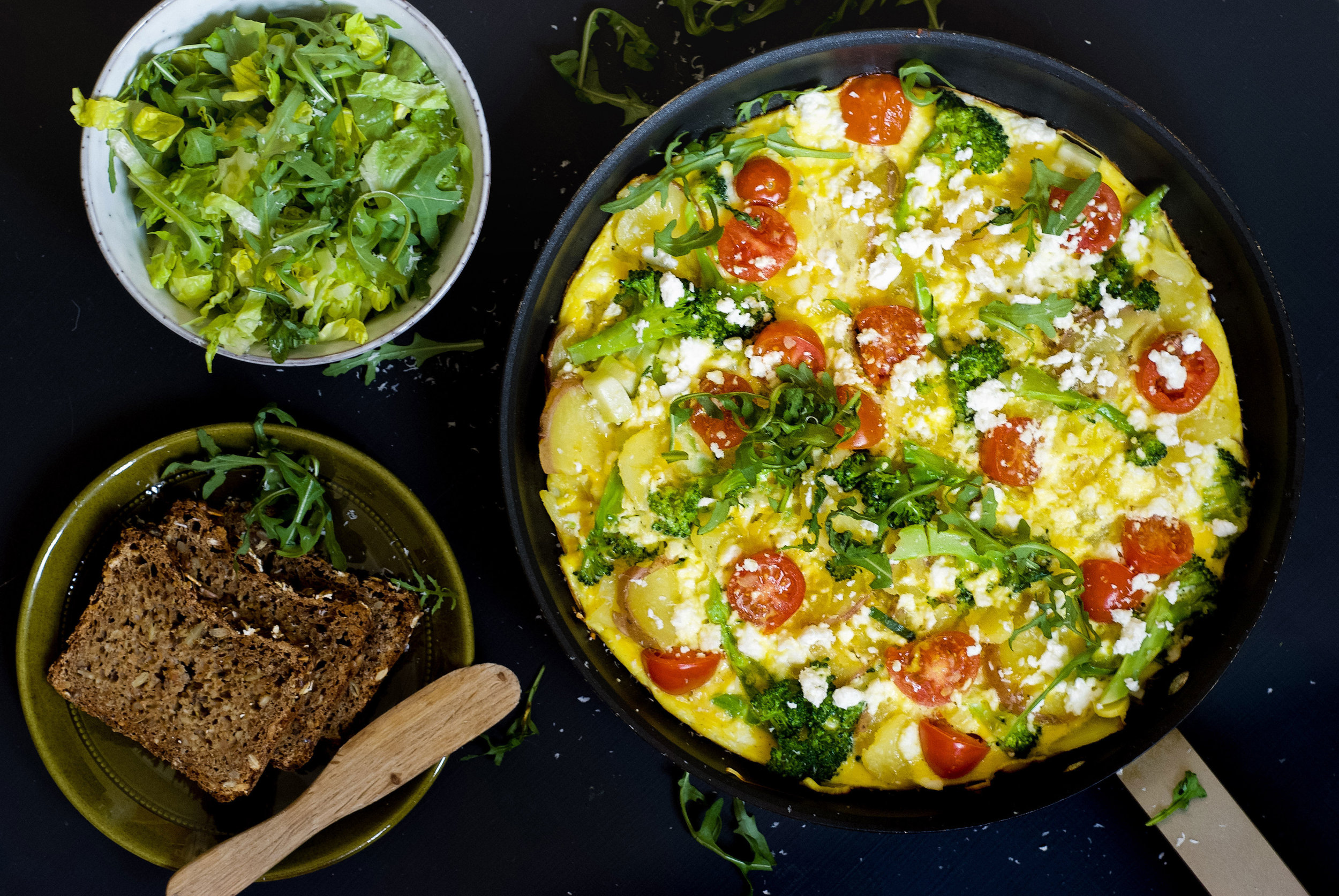 Bondeomelett-med-fetaost-og-kokt-brokkoli2.jpg