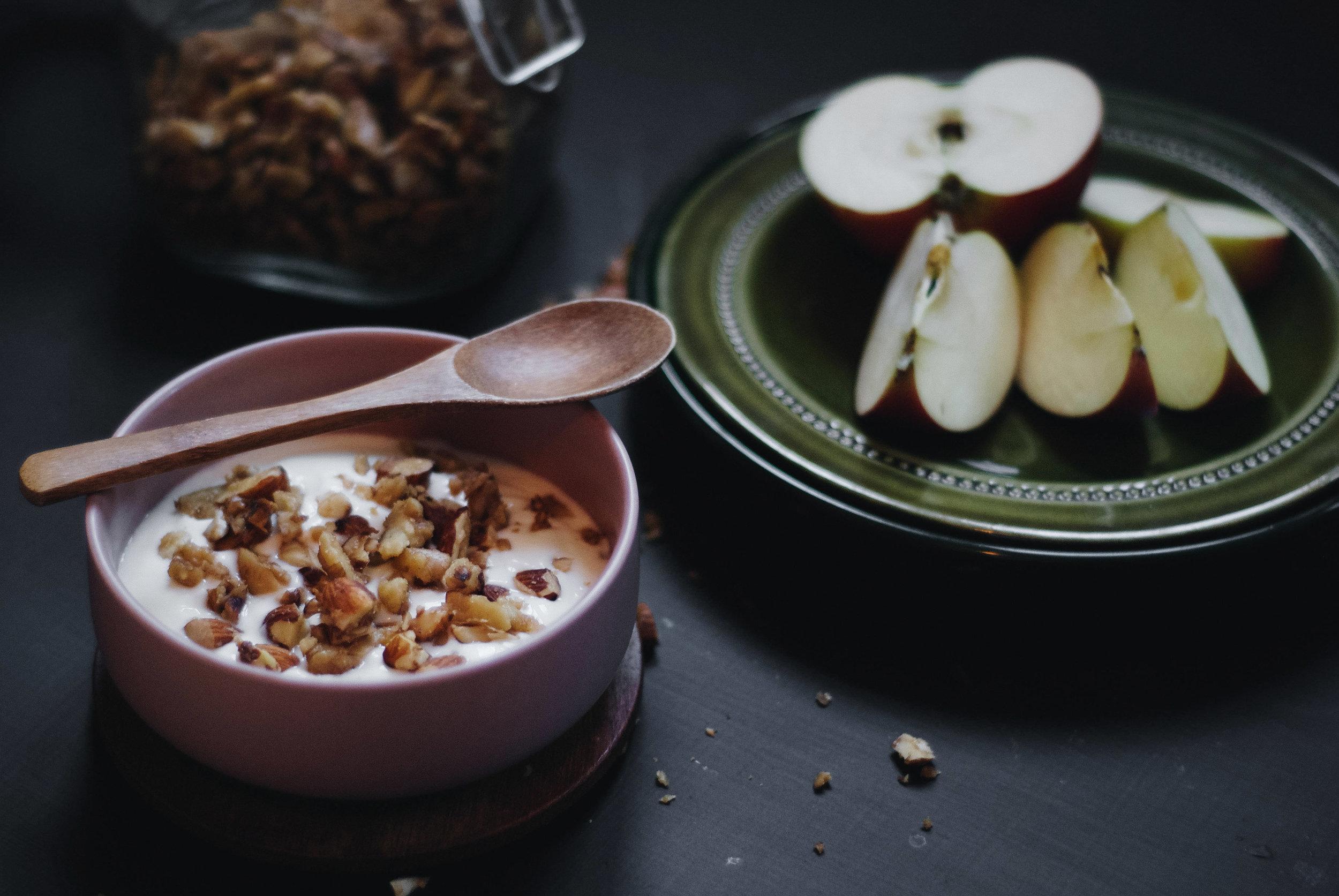 Nøtteblanding yoghurt eple