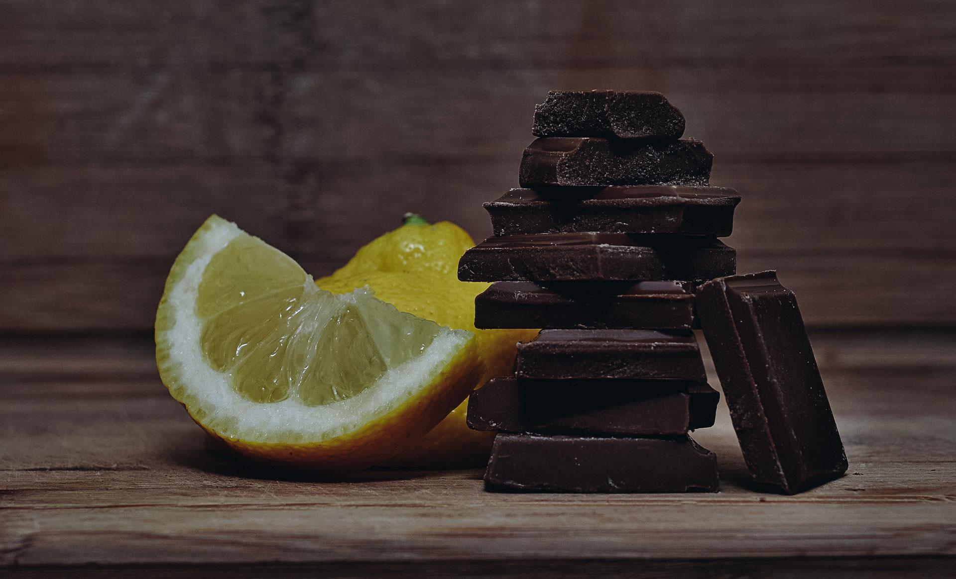 Sitron og sjokolade kan gi plager hvis mengdene blir for store. Foto: Pixabay
