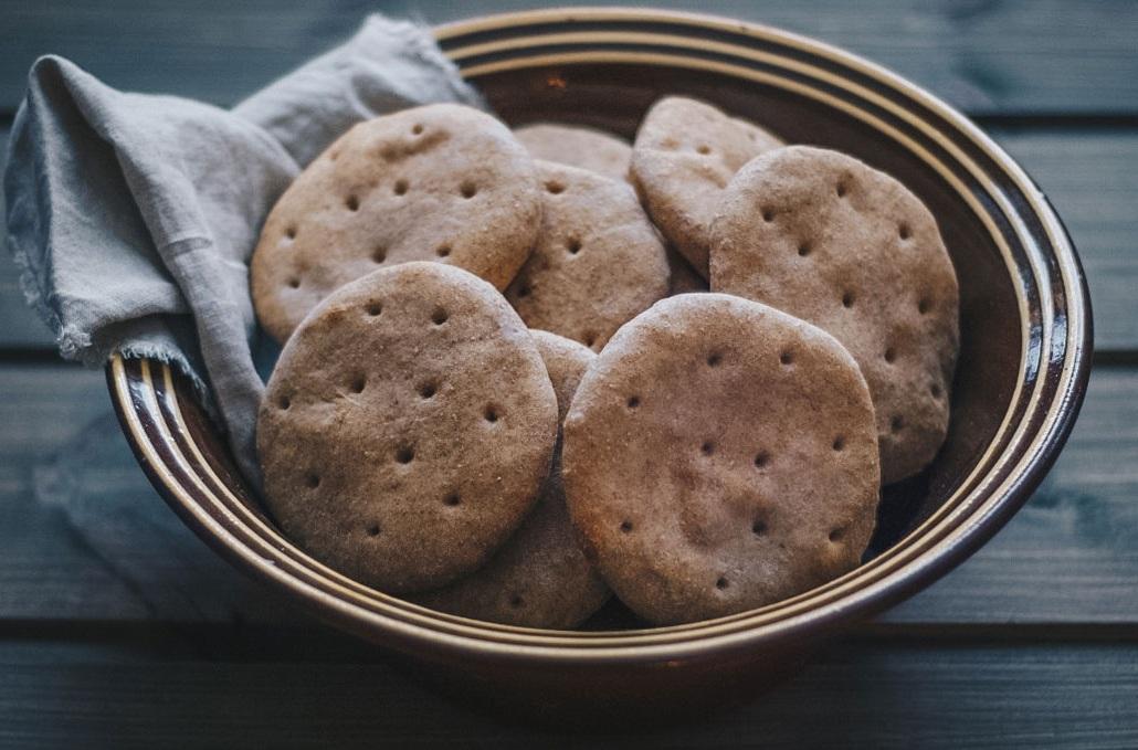 Praktiske småbrød.  Grove polarbrød er mettende og gode, og passer veldig godt i matpakka.