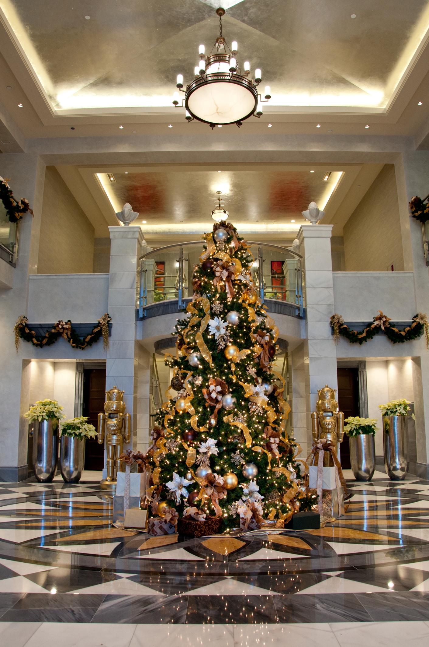 christmas-lobby-decorations.jpg