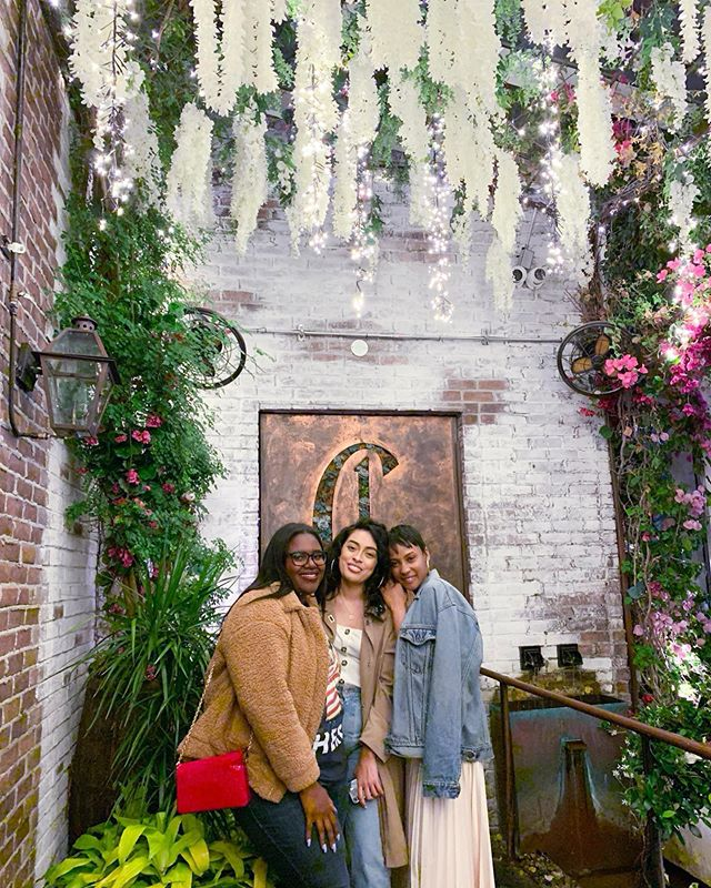 My best friend @DominiqueJackson released a devotional on friendship today and it made me think about how blessed I am to have so many sister-friends around the 🌍. We fiercely believe in one another's destinies and cheer each other on like we're all winning. Especially missing these two queens 👸🏾👸🏻 @Roc.Queen & @TimaGStyle!