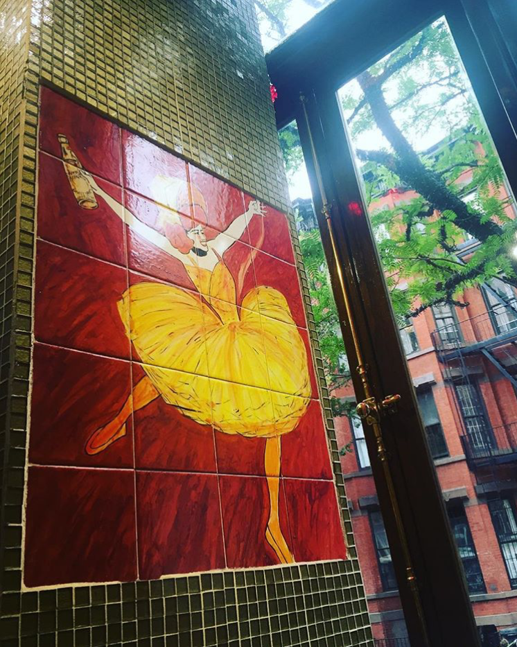 @cosmosnchaos Encouraging and inspiring conversation this morning about loving our neighborhoods and hosting community art exhibits with @cityseminaryny. Paired with lovely view at the local @cafelalo #makingplaceuws
