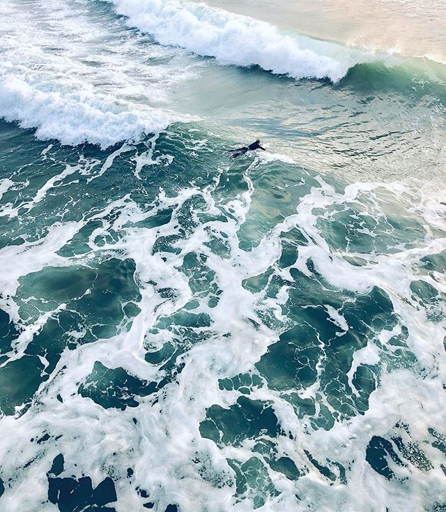 Just had to share the pleasant and soothing colors of the fast and ever moving ocean •• •• •• #beautifuldestinations #wanderlust #lifewelltravelled #dametraveler #travelbug #goatworthy #darlingescapes #mytinyatlas #wanderfolk #theoutbound #budgettravel #stayandwander #oceanwaves #exploretocreate #livewylder #liveyouradventure #surfer #atdusk #seafoam #ridethewave #visitpismobeach #visitcalifornia