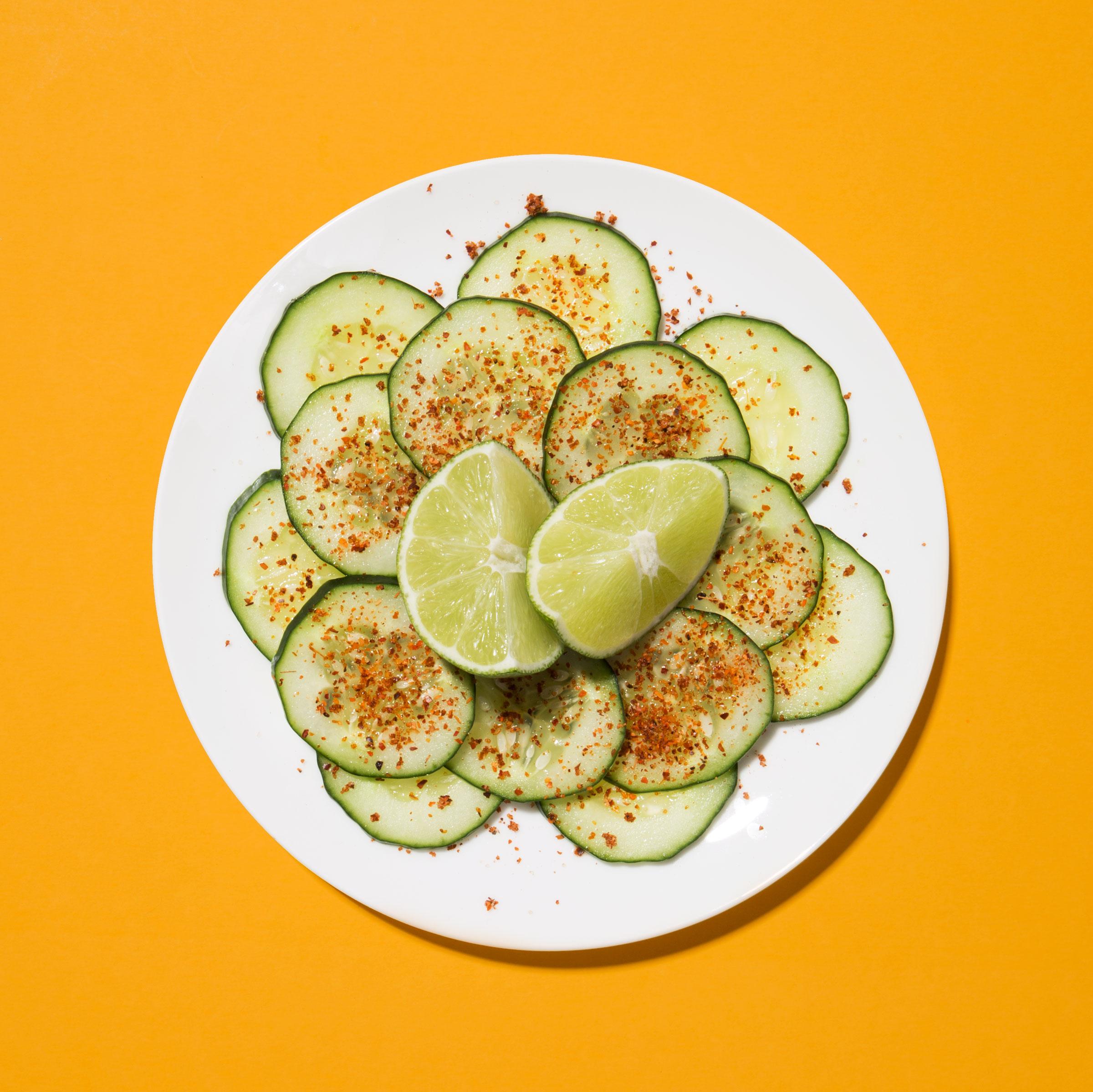Pepinos con limón y Tajín