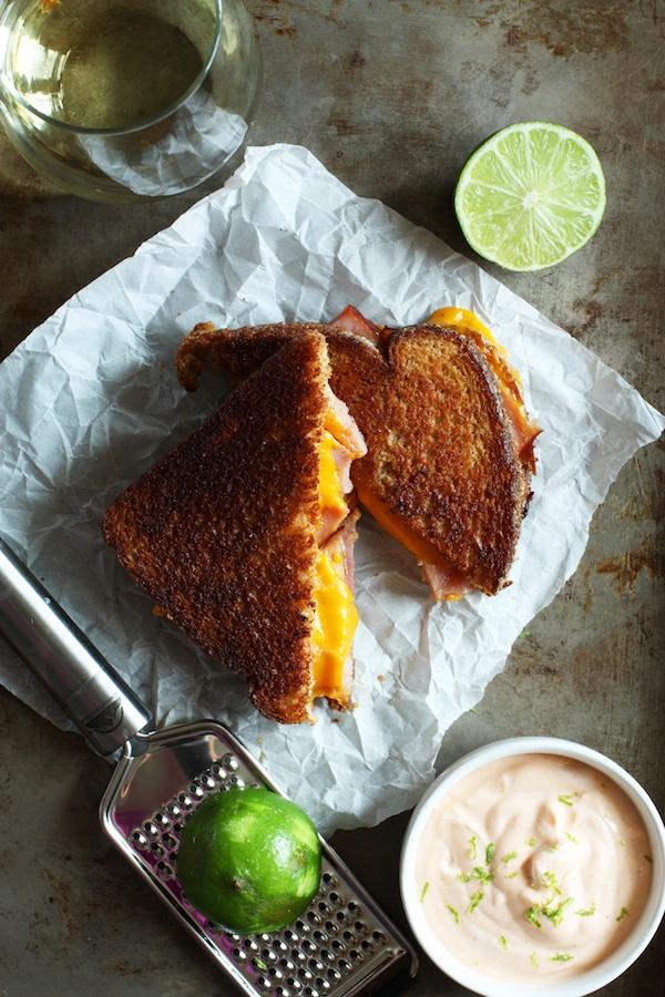 grilled-ham-cheese-sandwich-sriracha-mayo9