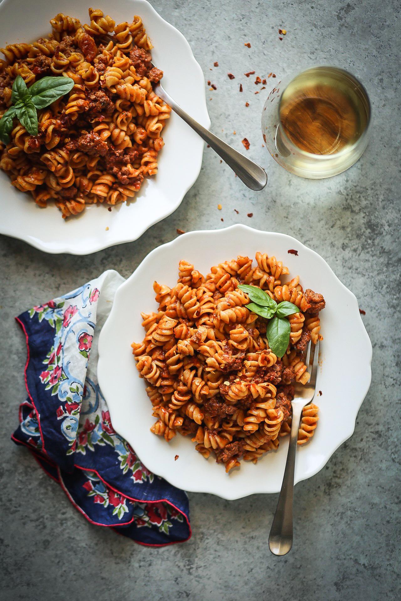Instant Pot Pasta with Meat Sauce | Set the Table #instantpot #recipes #pasta #onepotmeal #dinnertonight