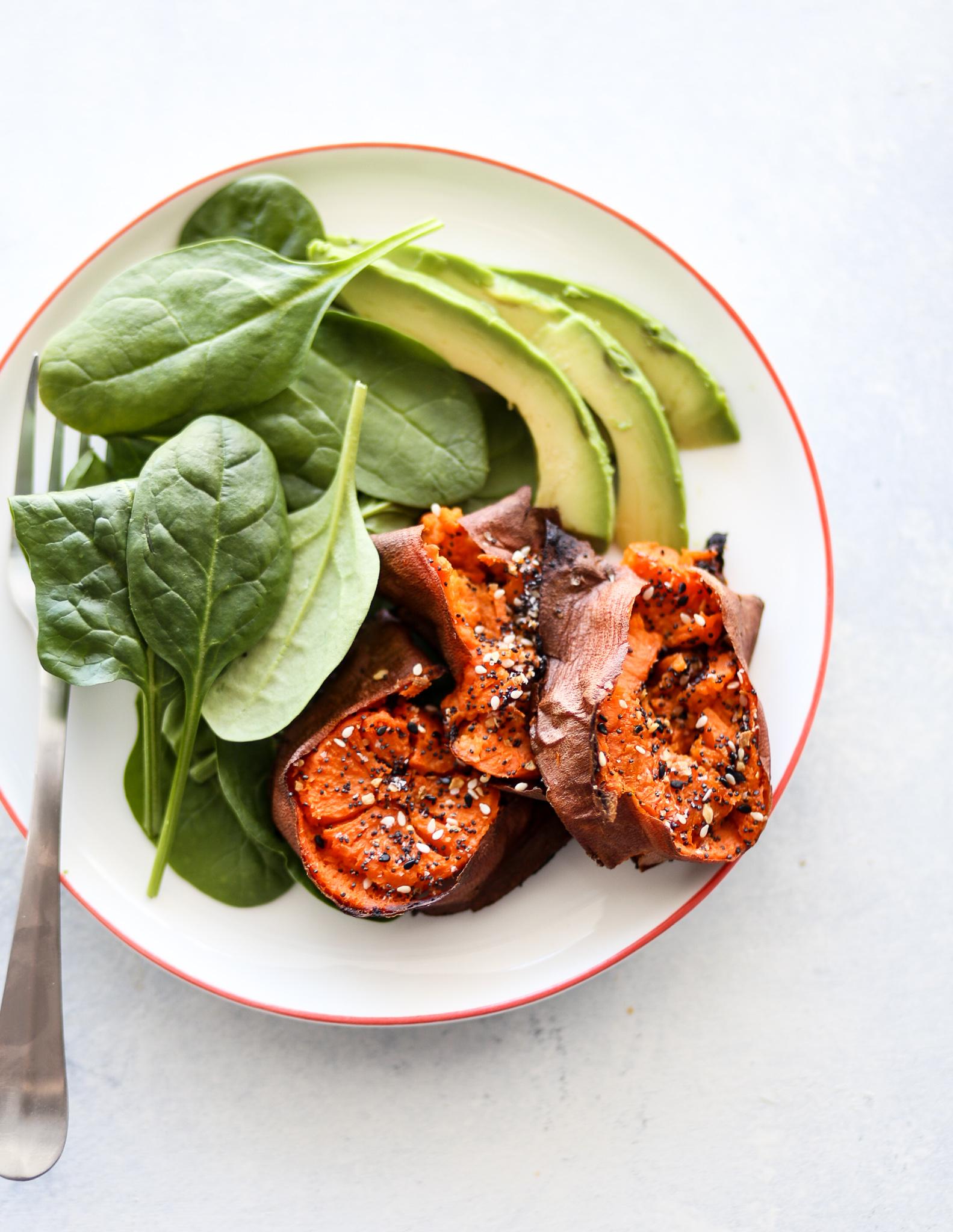 Everything Bagel Smashed Sweet Potatoes | Set the Table #setthetableblog #whole30 #healthyrecipes #easyrecipes #sweetpotatoes #glutenfree #dairyfree