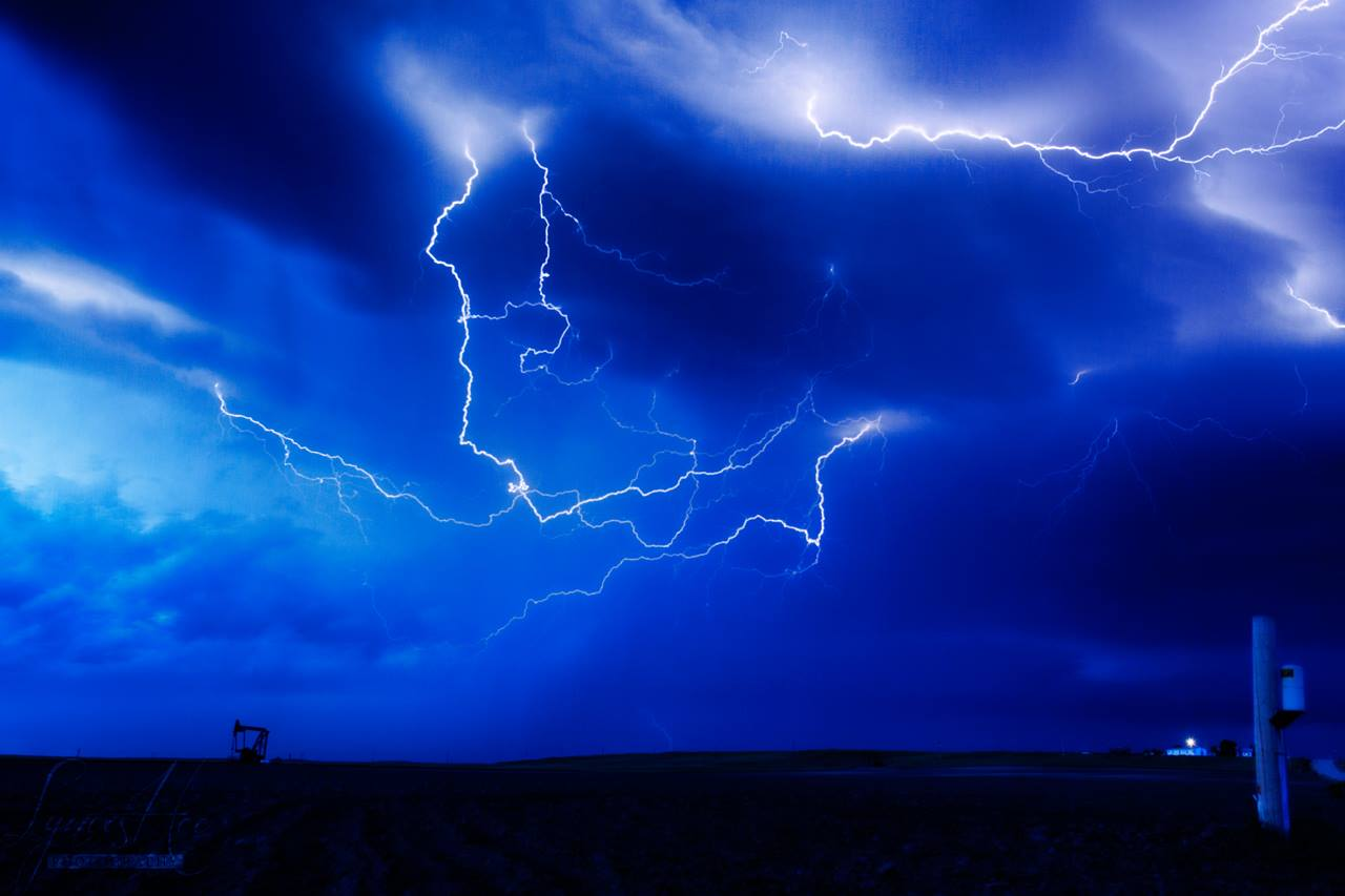 Storm Chasing 007.jpg