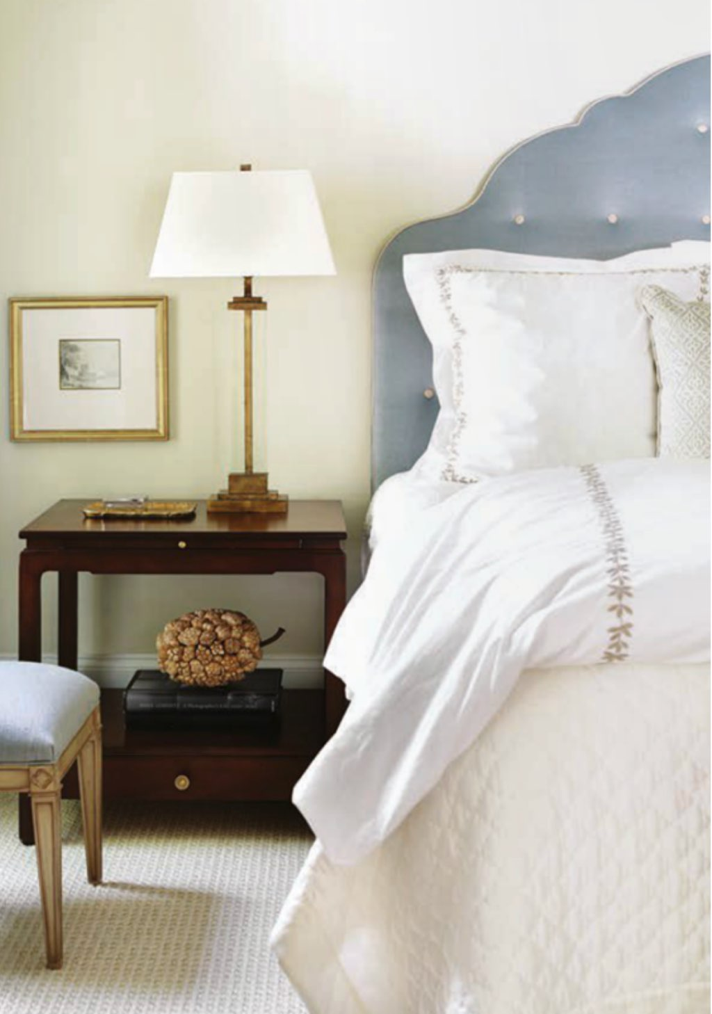 ‎www.simplifiedbee.com_wp-content_uploads_2014_01_serene-bedroom-design-by-Courtney-Giles.png.jpg