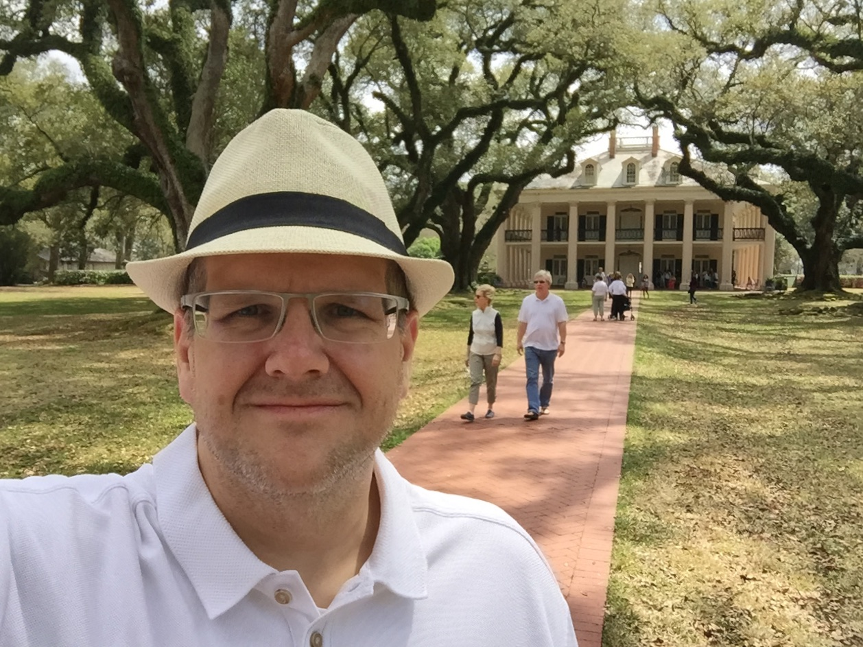 Obligatory selfie in front of the mansion
