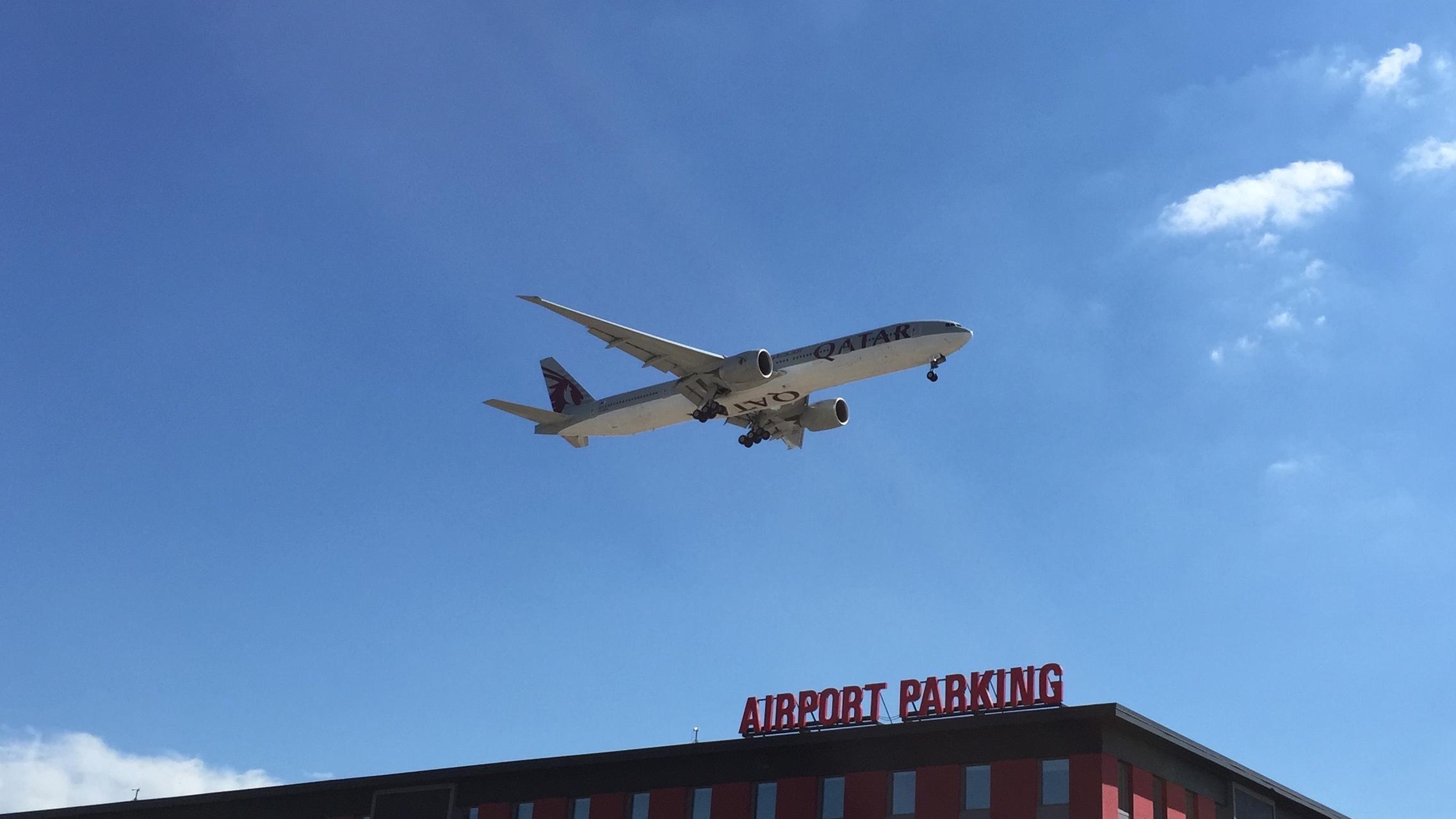 Qatar Airways Boeing 777-300 arriving from Doha