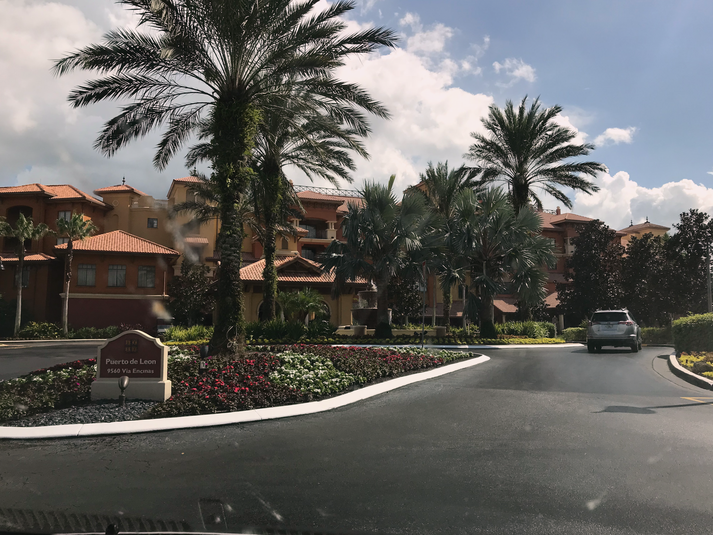 Wyndham Bonnet Creek Resort Visitors Center driveway  (click to enlarge)