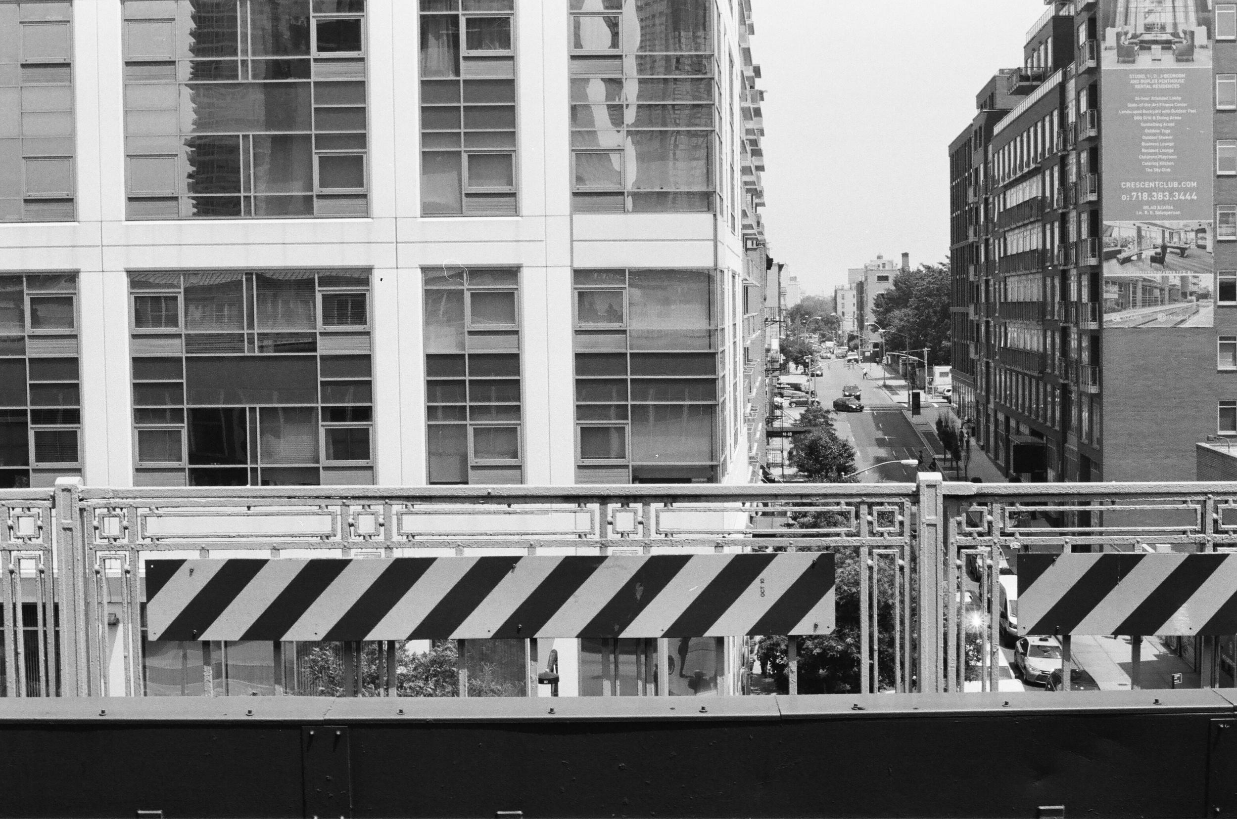 Queens, 7 train, 2016 (35mm)