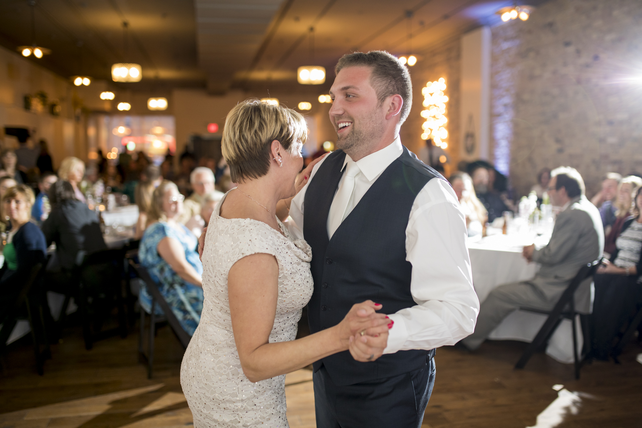 seattle, destination, milwaukee, candid, photojournalistic, wedding, summer-077.jpg