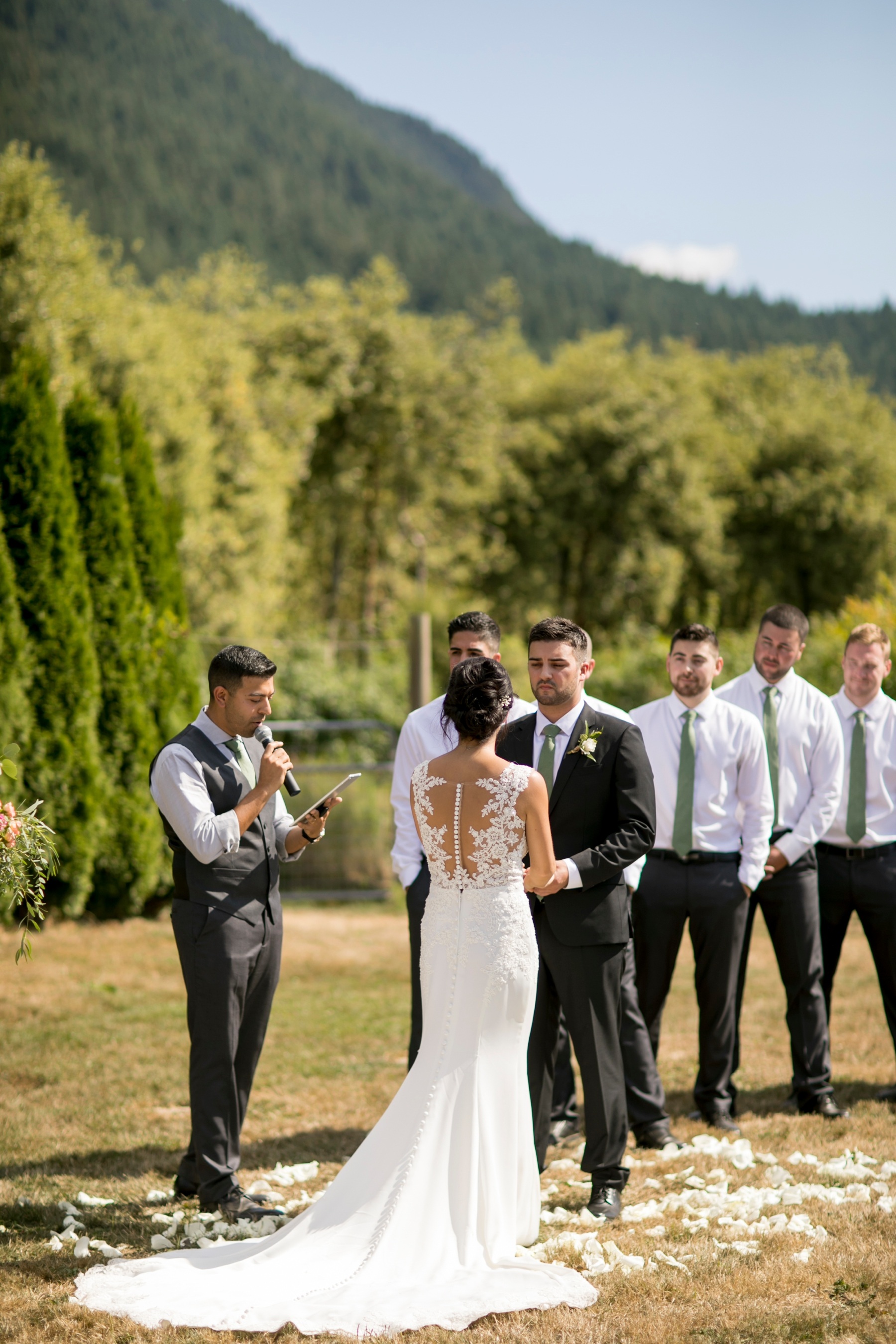 seatte, wedding, photographer, North Bend, Bybee Farms, Snoqualmie, issaqua,_0044.jpg