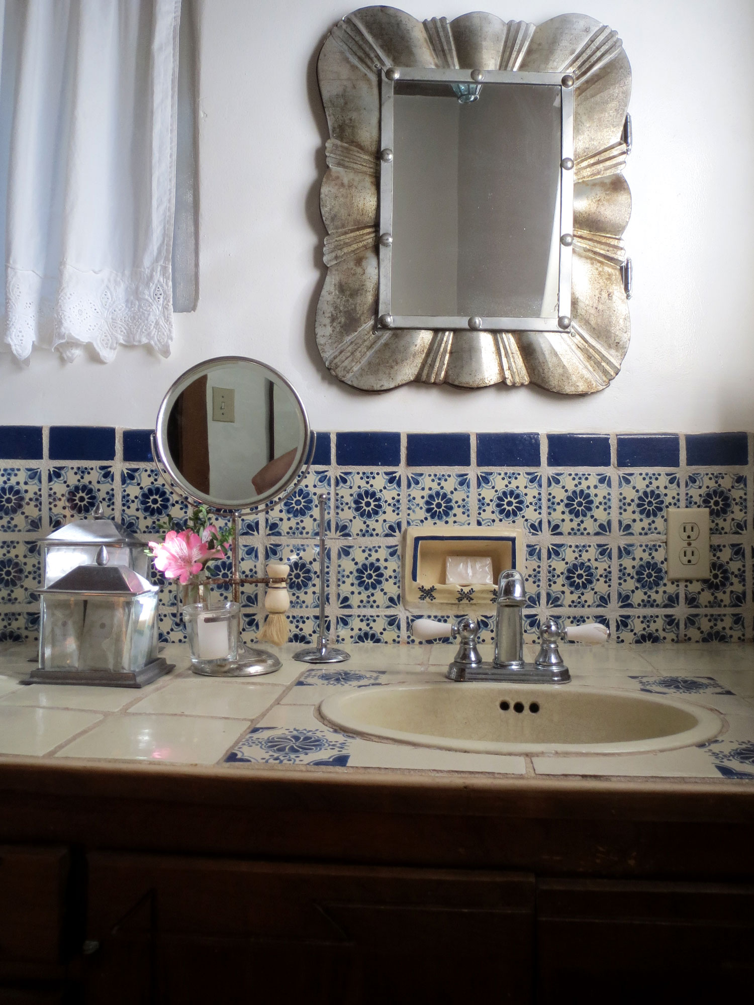 Mexican tiled bathroom of the B&B suite