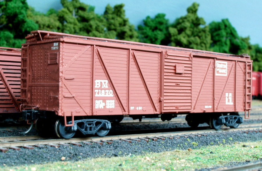 71870 is one of 2000 boxcars built for the B&M in 1929-1930 using an ARA design (American Railroad Association). All but 25 were single sheathed cars. Built by Edward J. Ozog from an F&C kit. Photographed and submitted by Mr. Ozog. Photo 796