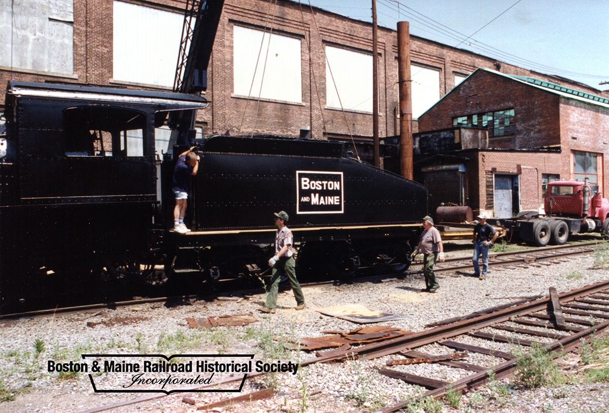 July 10, 1993 - North Billerica, MA - Returning the tender tank to #410. Ed Felten photo, courtesy Jim Nigzus Collection.