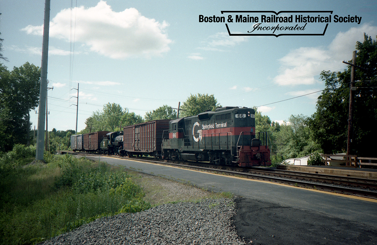 July 17, 1993 - A Guilford Rail System extra from the Billerica Shops to Lowell passes through North Billerica with #410 in tow. Jim Nigzus photo.