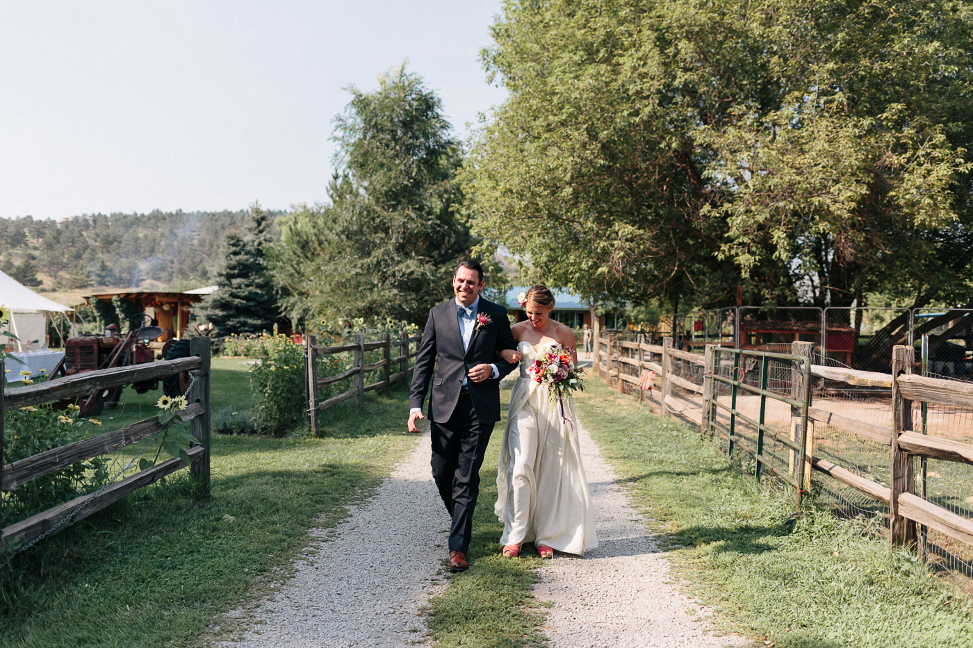 Lyons-Farmette-Wedding-Photographer-Lucy-Austin-Flash-Mob-Dance-15.jpg