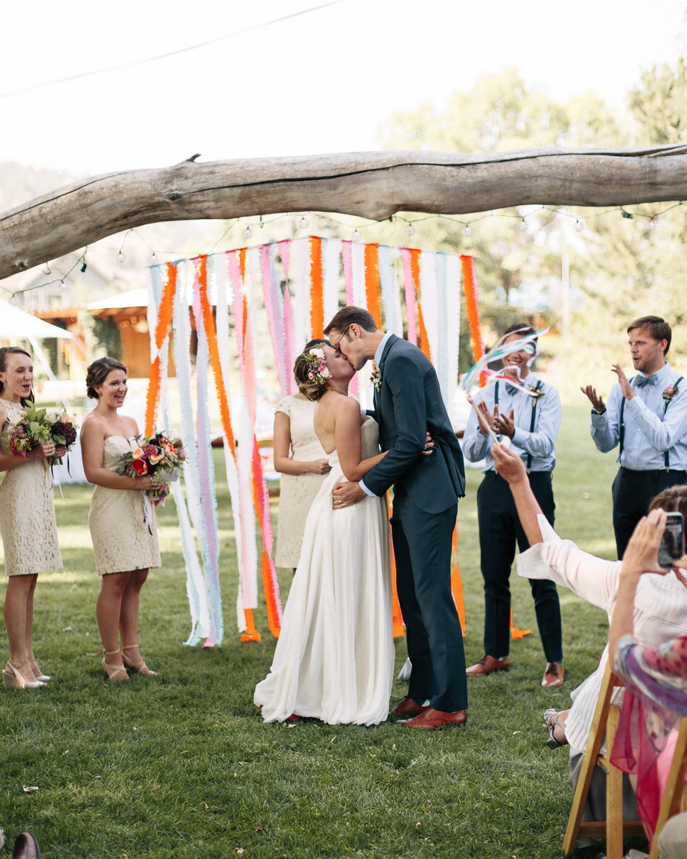 Lyons-Farmette-Wedding-Photographer-Lucy-Austin-Flash-Mob-Dance-26.jpg