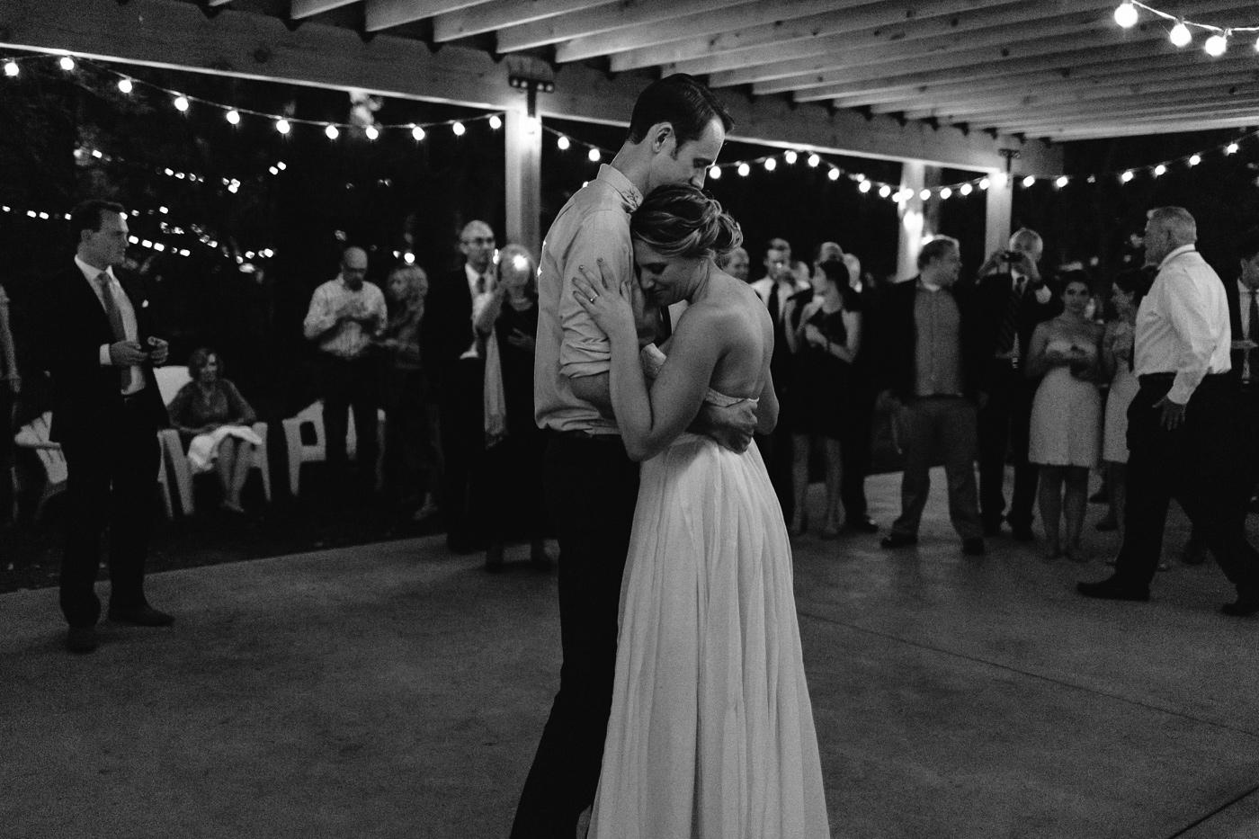 Lyons-Farmette-Wedding-Photographer-Lucy-Austin-Flash-Mob-Dance-73.jpg