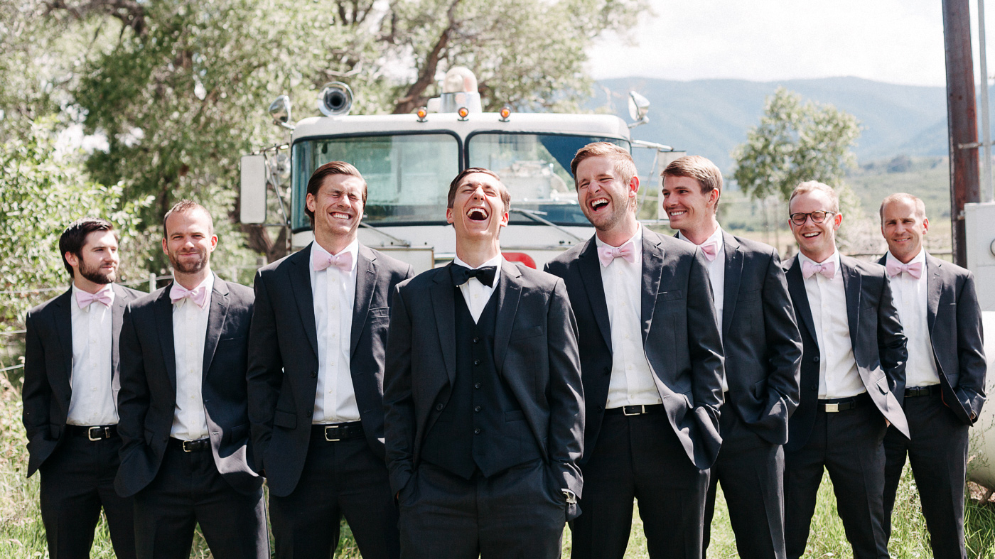 133-wiens-ranch-wedding-groosmen-laughing.jpg