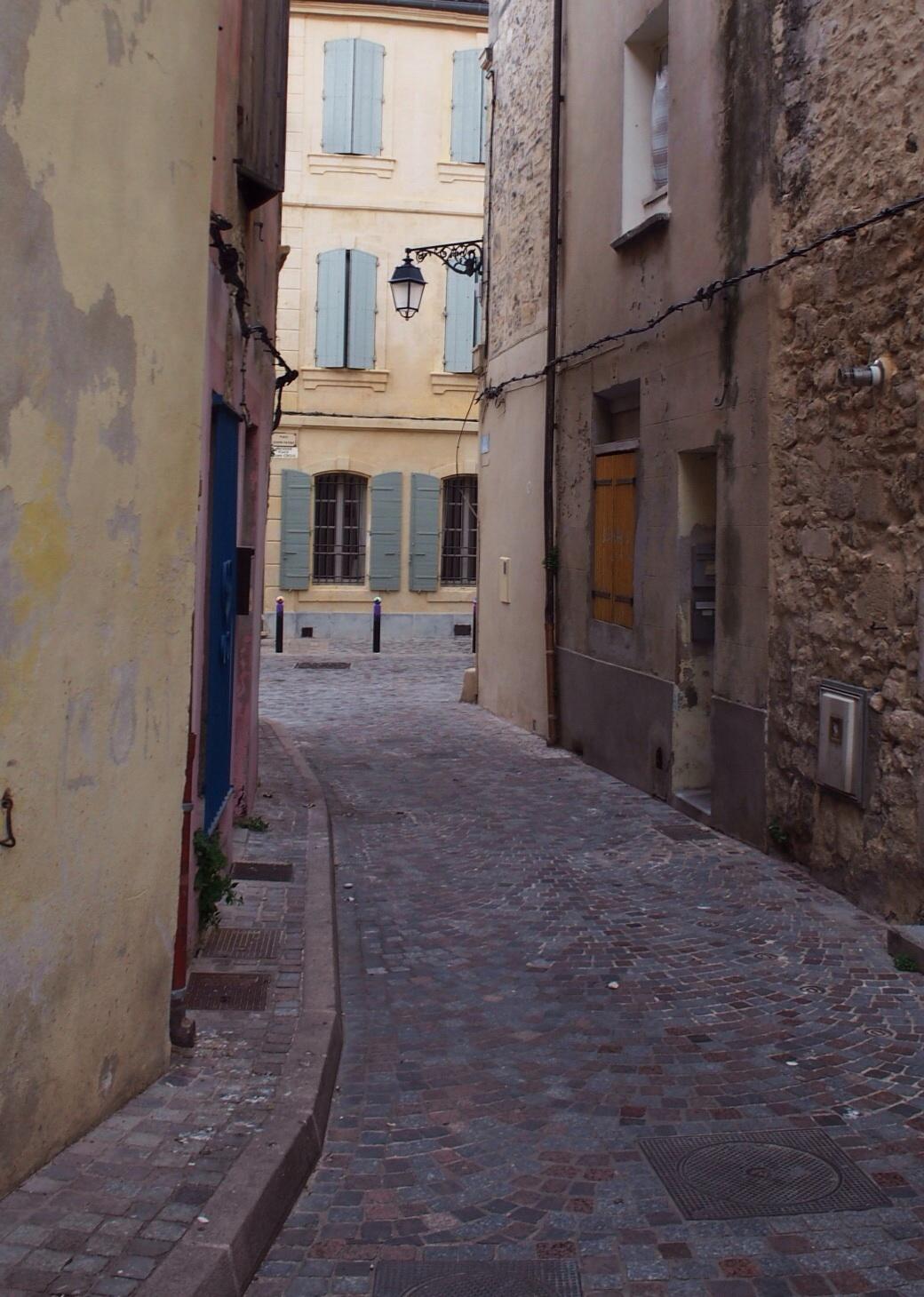 Rue de septembre is where I am yo!