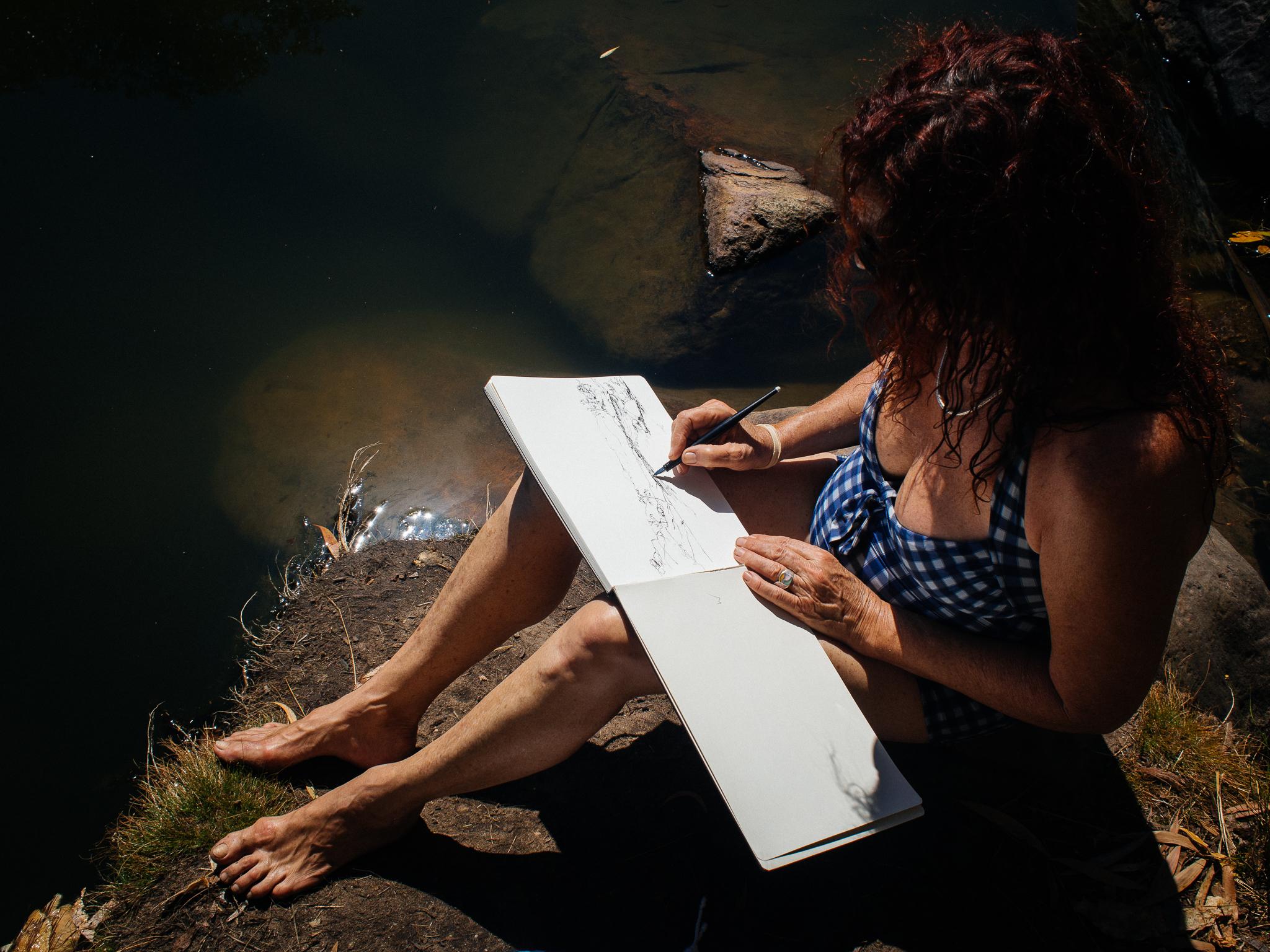 En plein air drawing Top of Gunlom Falls NT.