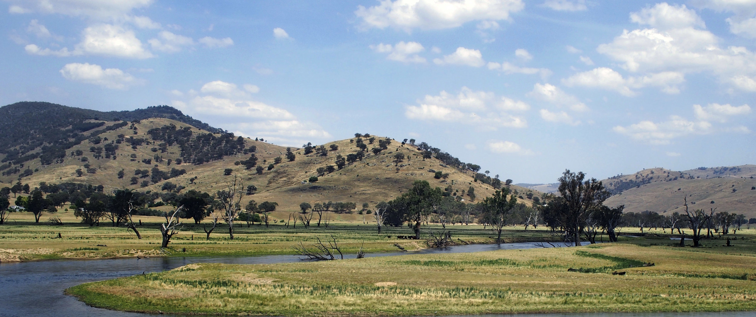 Back of Lake Hume along the Murray Valley Highway