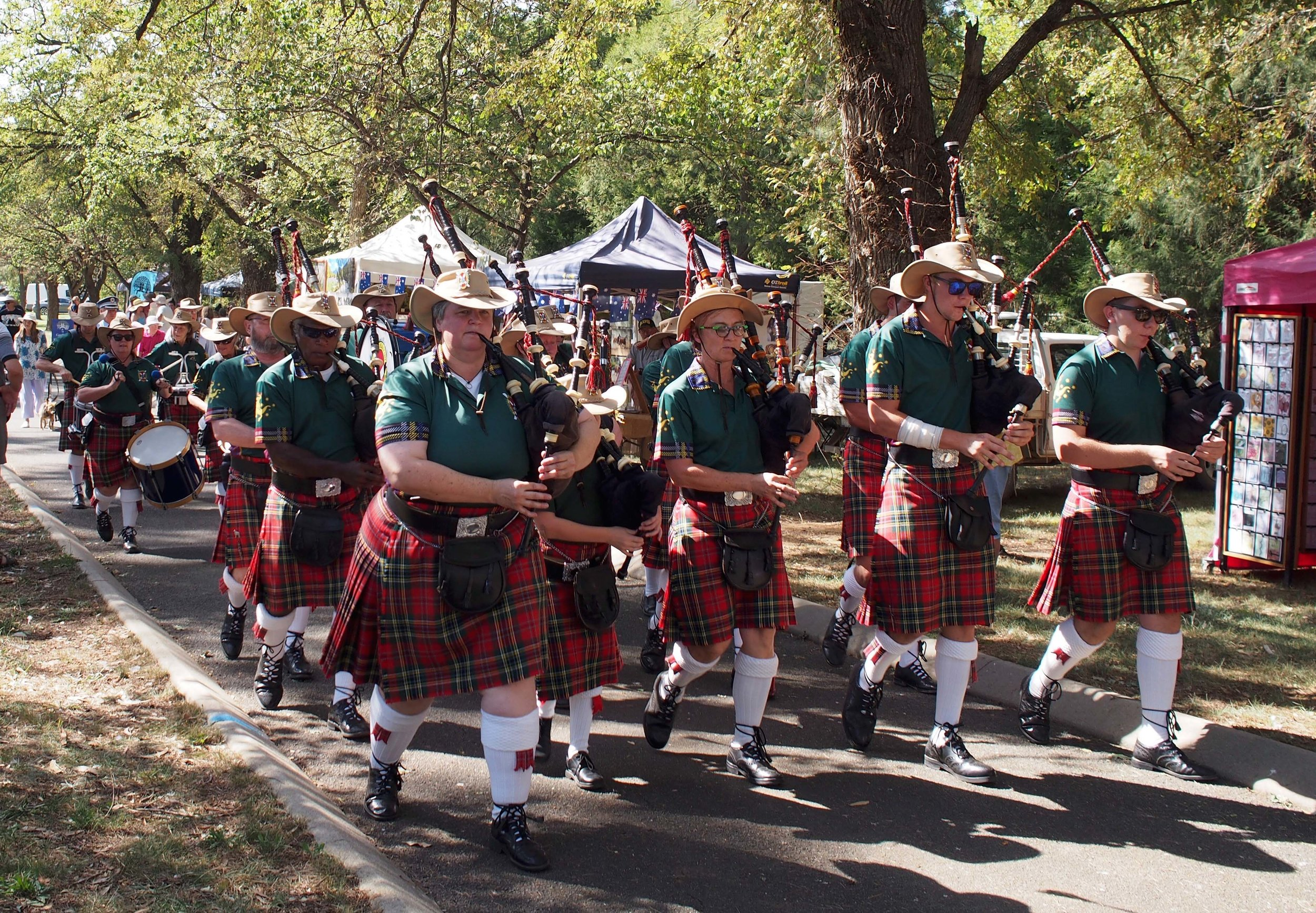 Back in the day I payed the tenor drums in this very band!!! I notice they don't have to do the full dress these days… Man that was full ON!! You had to have your spats as white as!!! Goulburn Highland Society.