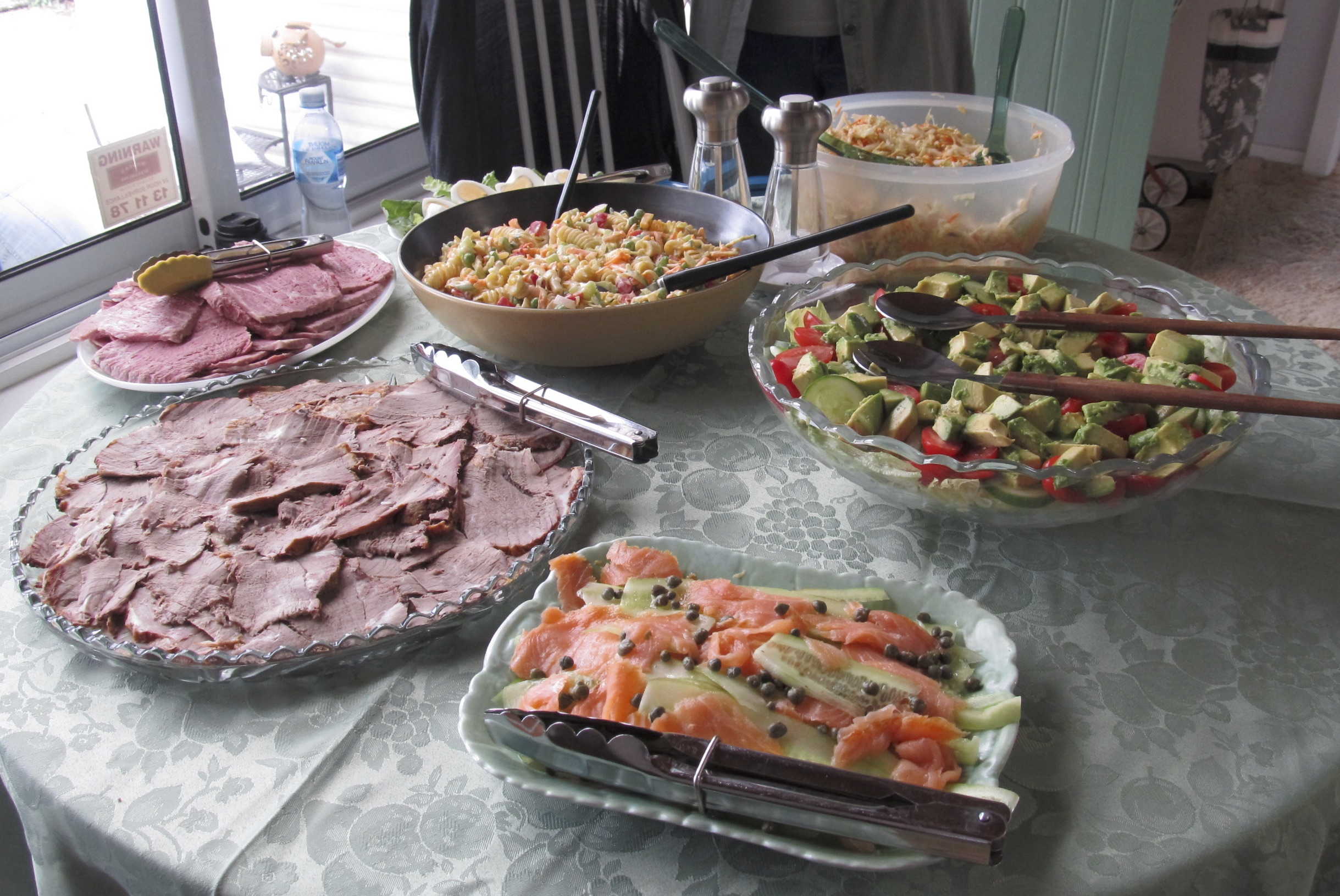 Aunty Edna and Aunty Kathy KNOW how to put on a a Hogan feast. The main spread…. SPOILT!!