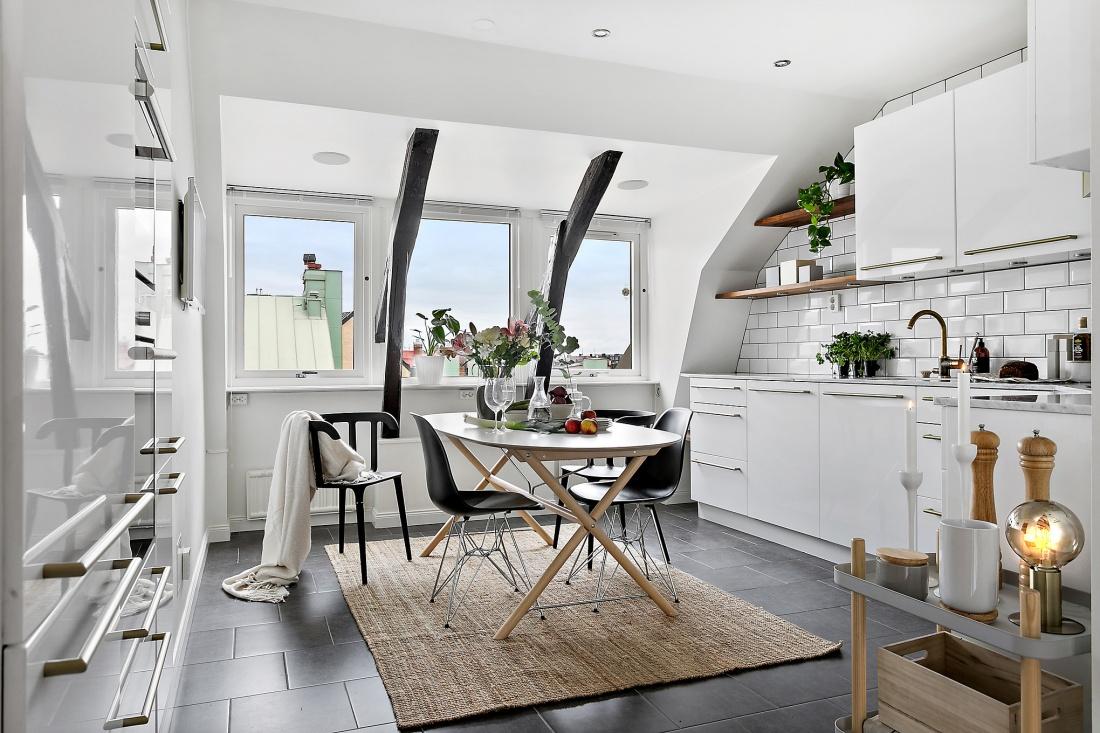 Amenajare scandinavă într-o mansardă din Suedia  9j.jpg