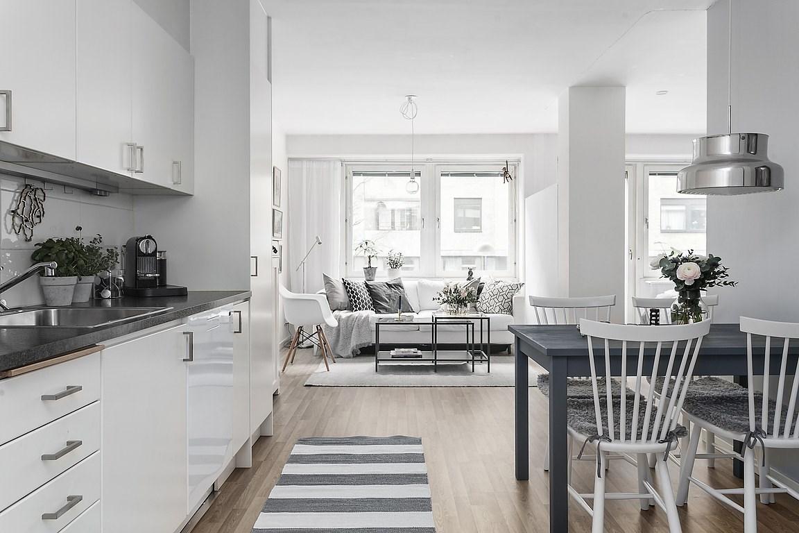 Alb cu accente de gri și o amenajare practică într-o garsonieră de 44 m² 10.jpeg