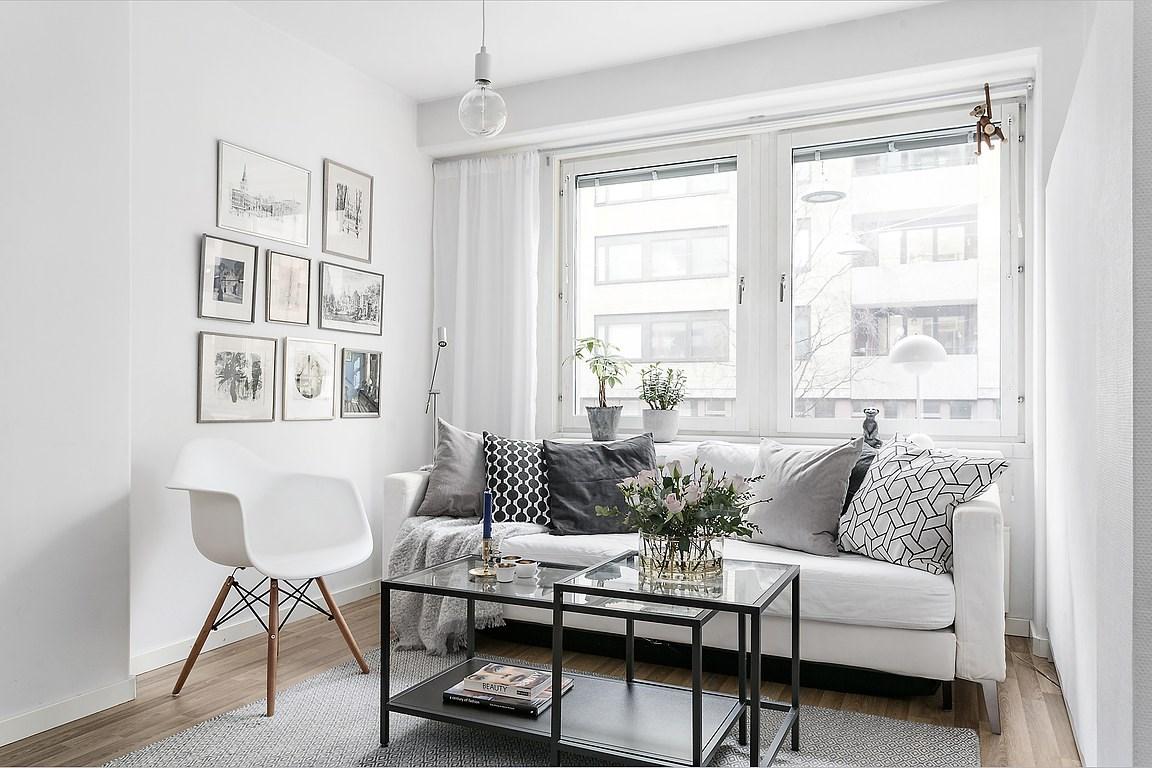 Alb cu accente de gri și o amenajare practică într-o garsonieră de 44 m² 2.jpeg