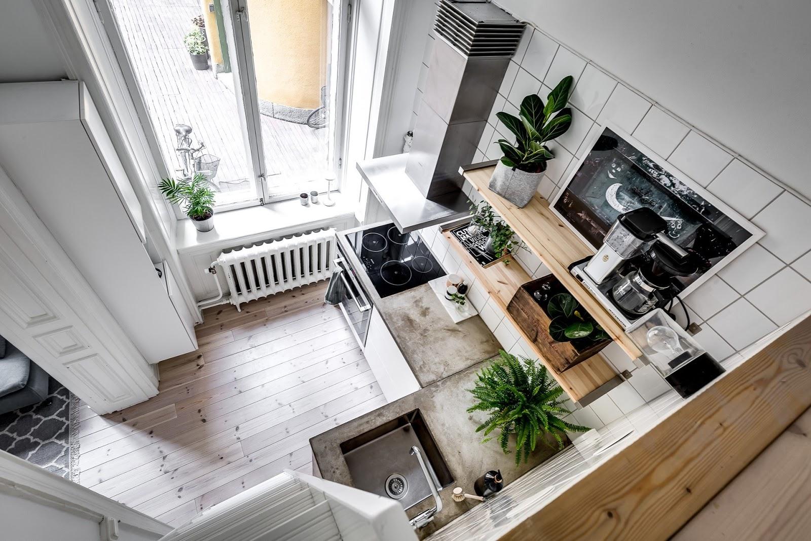 Dormitor deasupra dulapului într-o garsonieră de numai 21 m² 12.jpeg