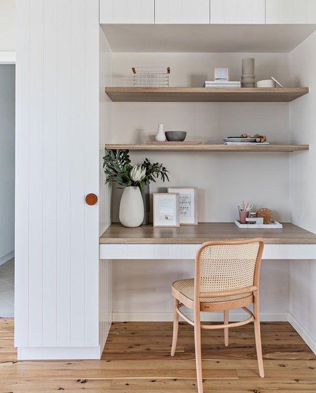 Рабочее место ⠀ Найти место для рабочего стола даже в самой маленькой комнате реально. Мы поможем спроектировать идеальную рабочую зону по вашим размерам. ⠀ А какое расположение рабочего стола вы предпочитаете? ⠀ 💻Для расчета стоимости изделий по вашим размерам: ☎️+7 (495) 774-34-02 📩info@arthunter.ru 📍Духовской пер. 17, стр.10, лофт Arthunter