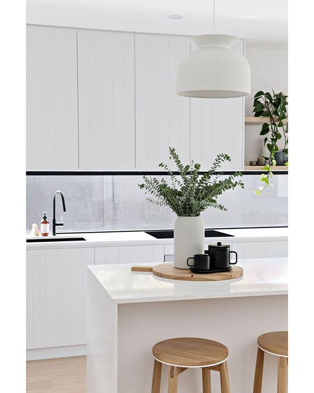 Кухонный остров ⠀ В современном интерьере это не только оригинальное и стильное решение, но и очень удобная и полезная форма организации пространства, которая может использоваться и для приготовления пищи, и как обеденный стол. ⠀ А что вы думаете про кухонные острова? ⠀ 💻Для расчета стоимости изделий по вашим размерам: ☎️+7 (495) 774-34-02 📩info@arthunter.ru 📍Духовской пер. 17, стр.10, лофт Arthunter