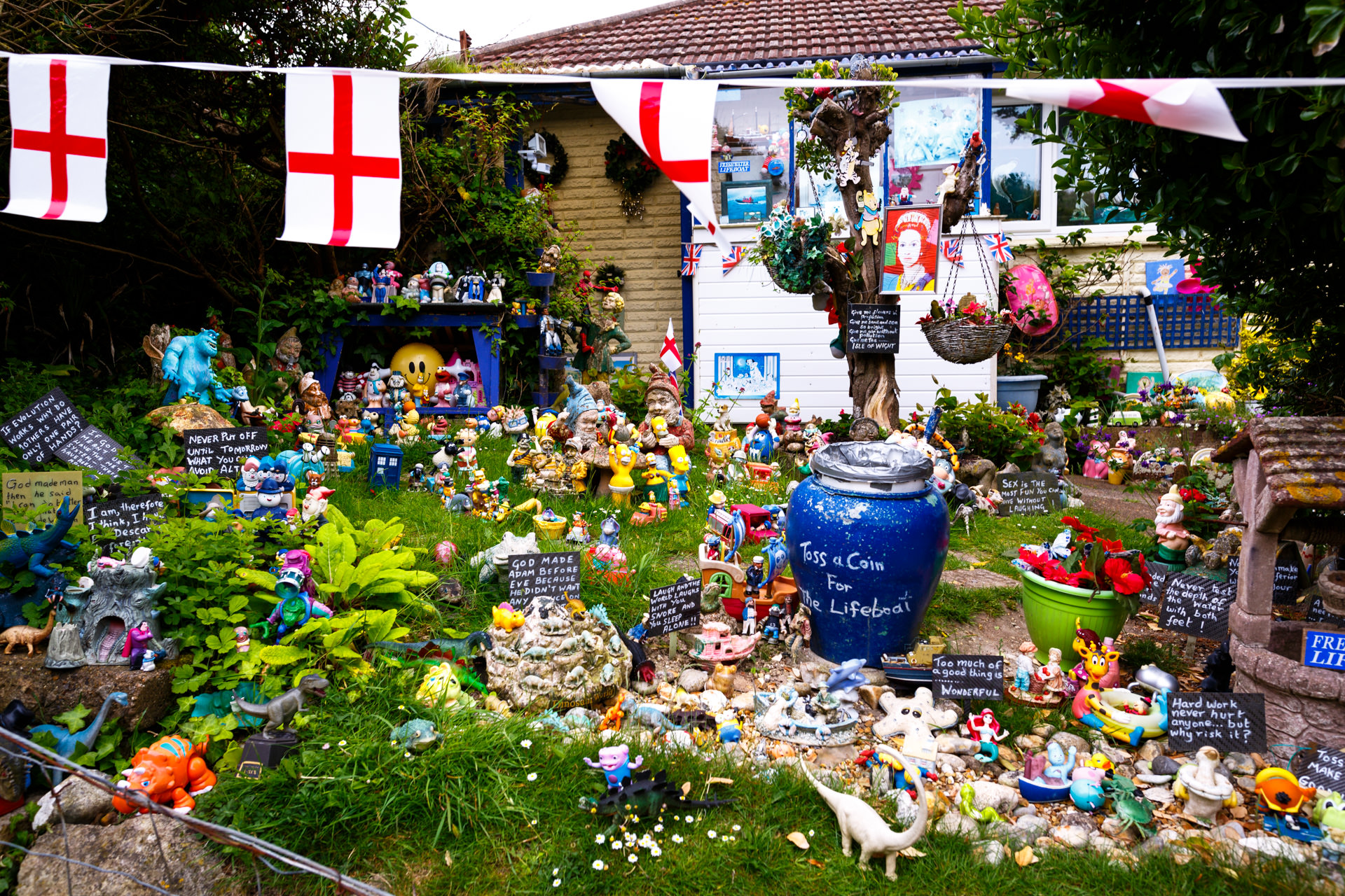 On our walk to The Needles Battery we passed this house. The front of it was full of funny little messages and toys from tv and film, such as The Simpsons, Disney, Sesame Street,Power Rangers and even Mr. Blobby!