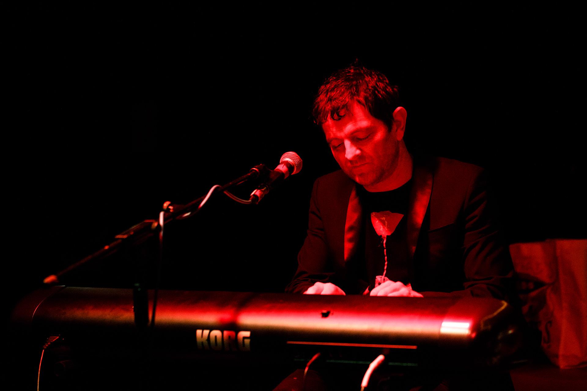 Richard Jones – Keyboards.