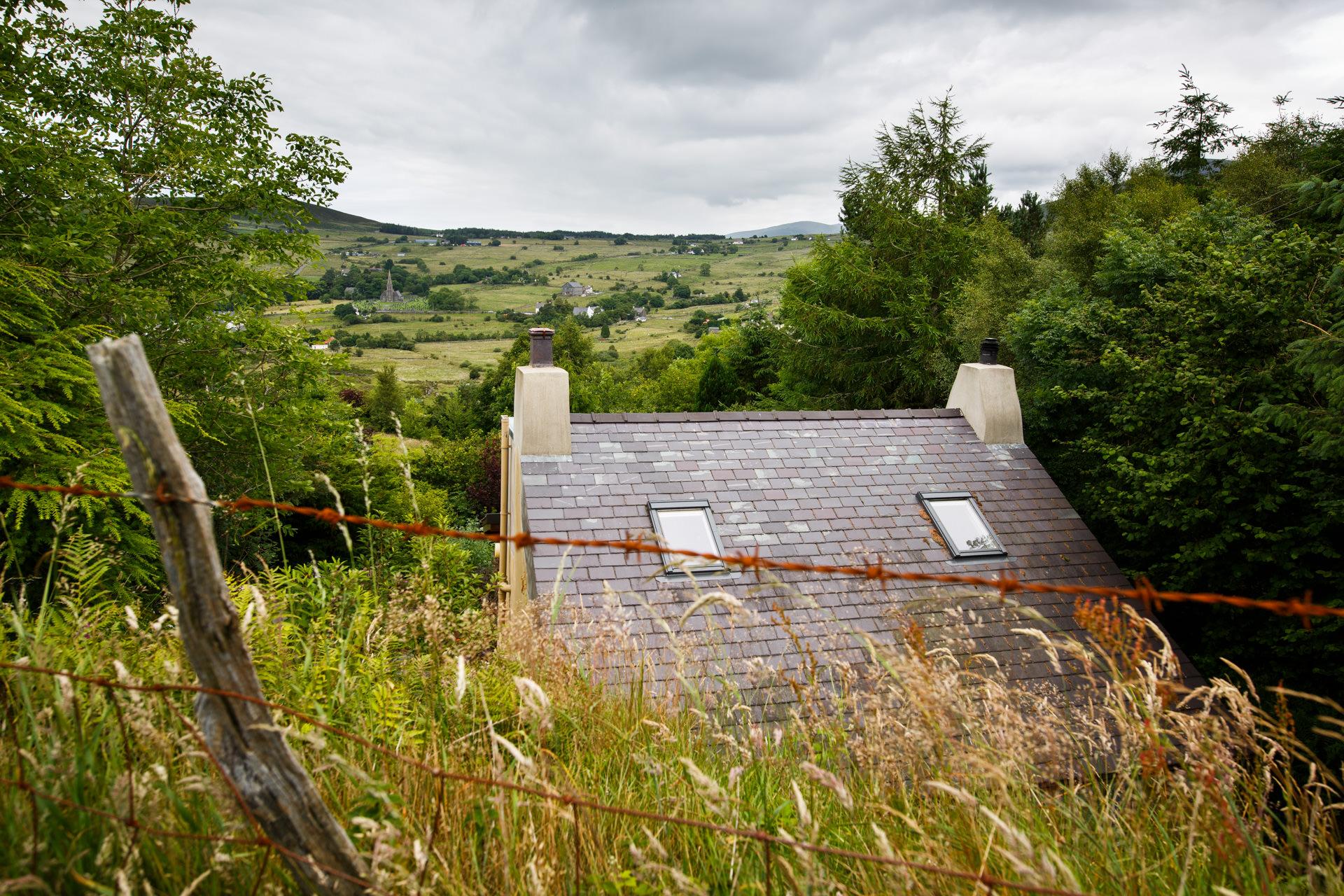 The house is in Gallt-y-foel, halfway between Deiniolen and Dinorwig.