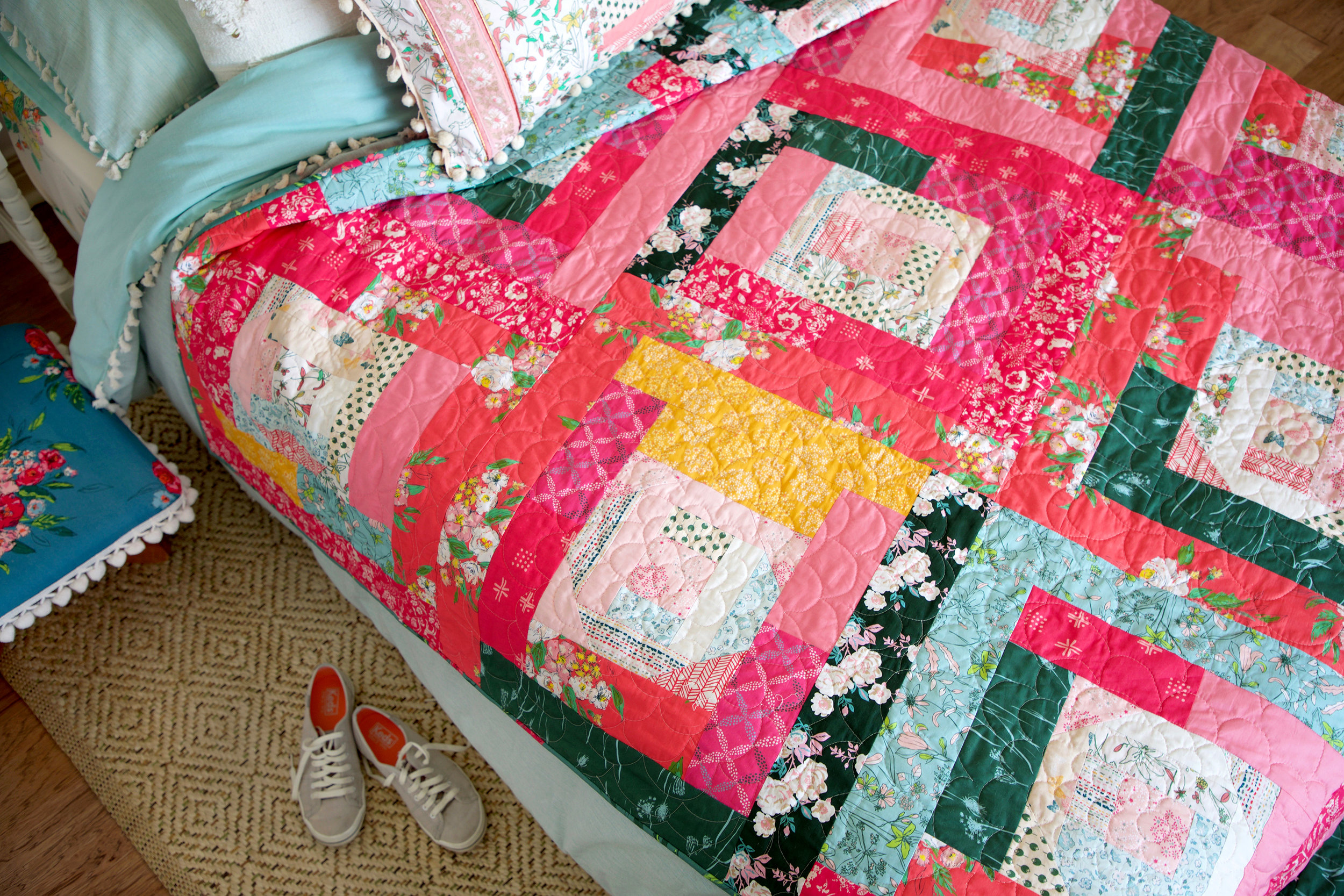Tracery Rose Quilt reduced.jpg