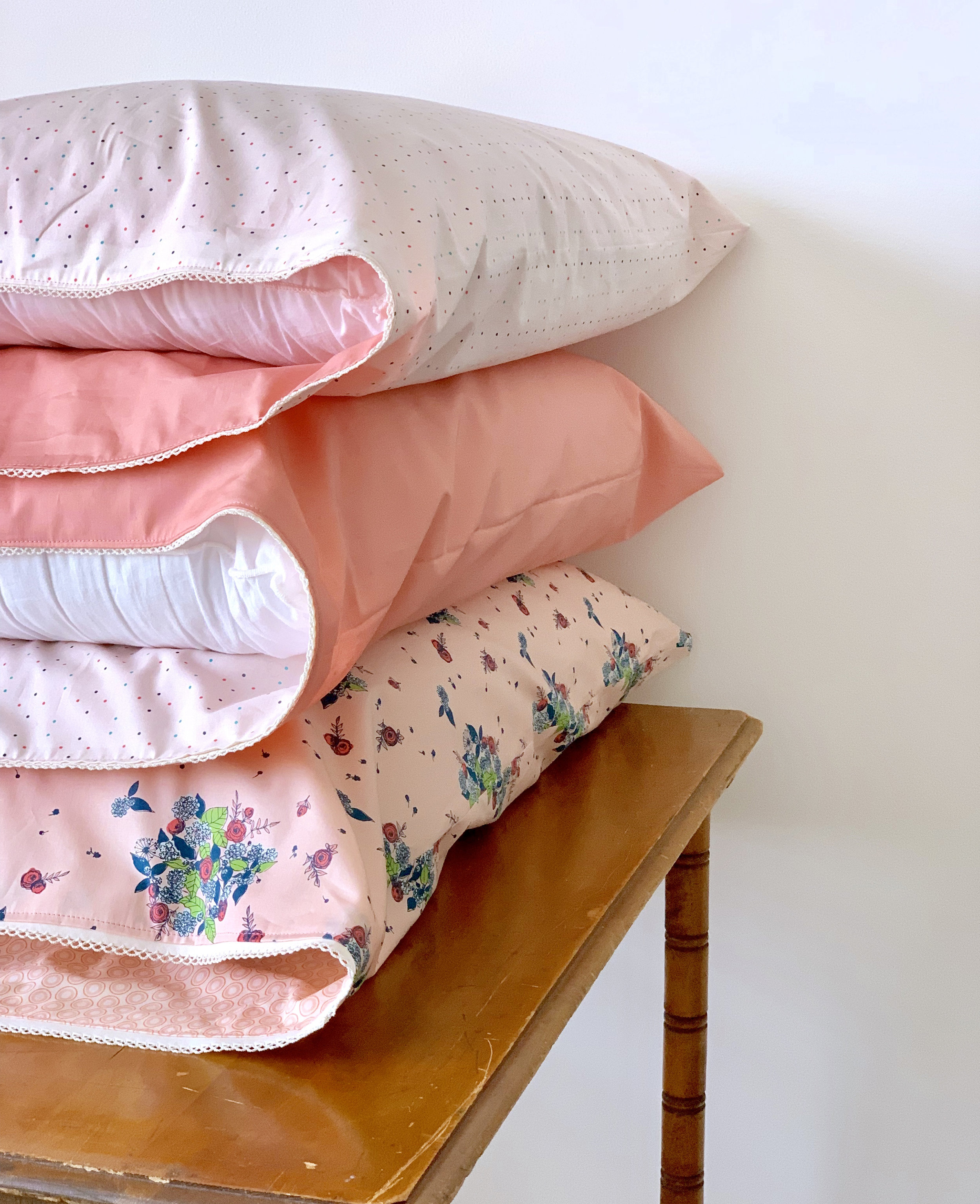 Reversible Pillow Case tutorial by Tidbits made by Sharon Holland